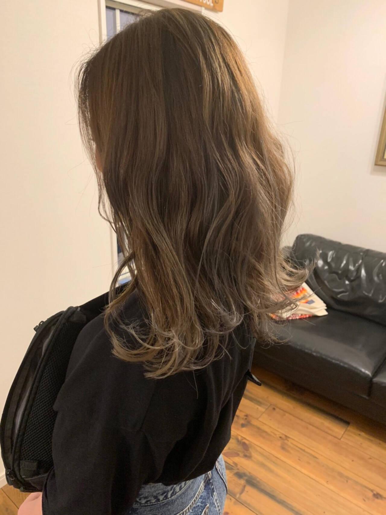 ナチュラル ロング ベージュ ハイライトヘアスタイルや髪型の写真・画像