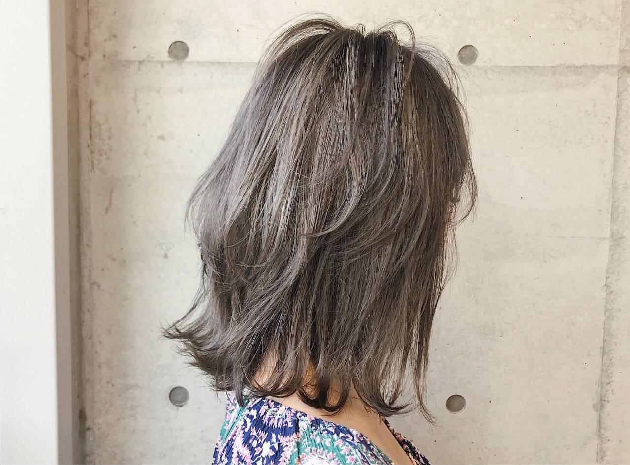 ミディアム ストリート 透明感 アッシュヘアスタイルや髪型の写真・画像