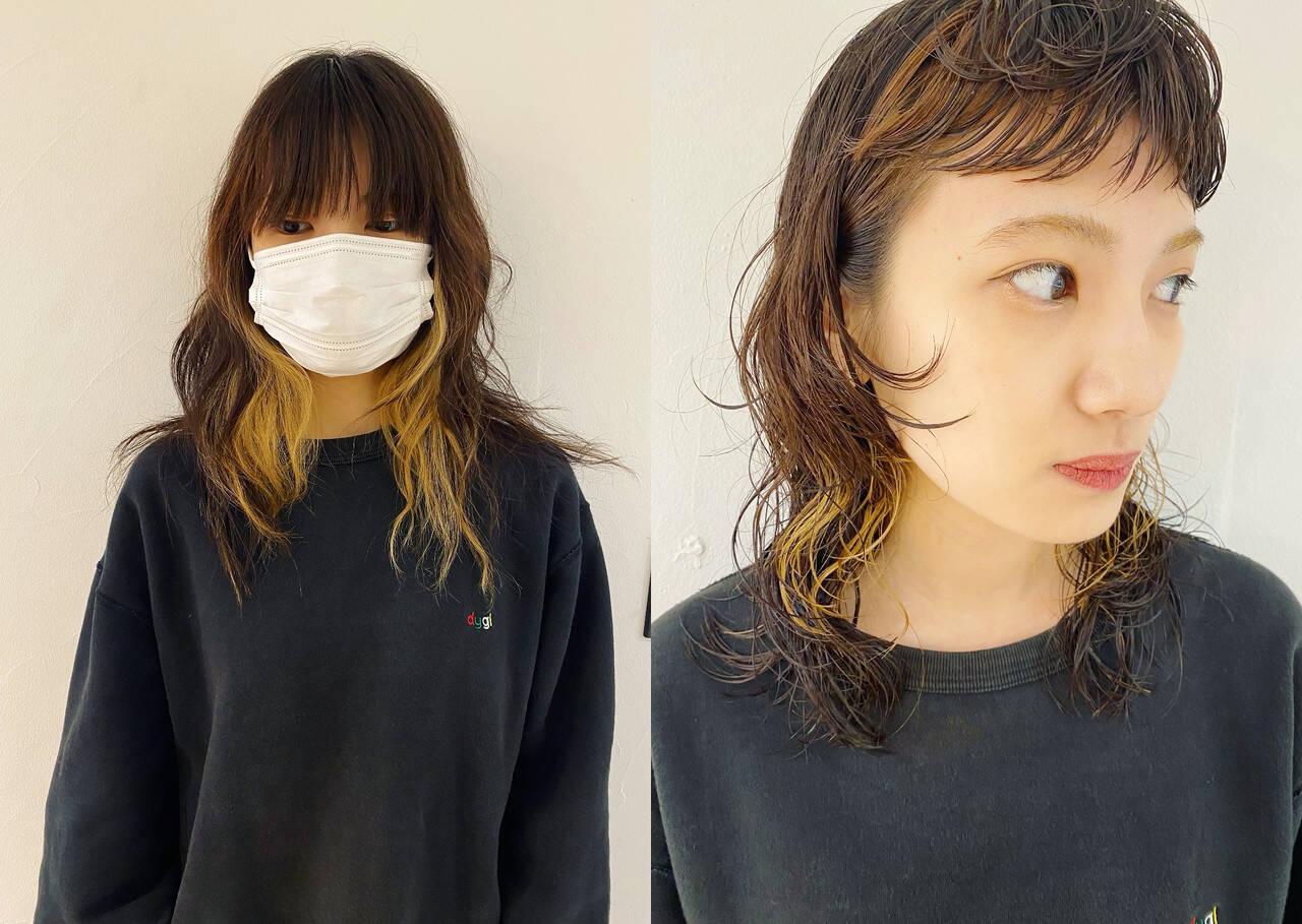インナーカラー パーマ モード 前髪ヘアスタイルや髪型の写真・画像