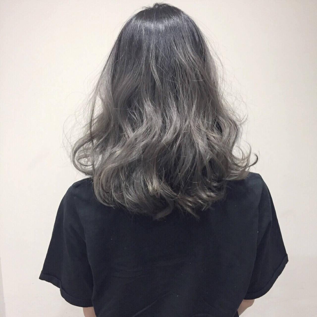 外国人風 ハイライト グラデーションカラー 暗髪ヘアスタイルや髪型の写真・画像