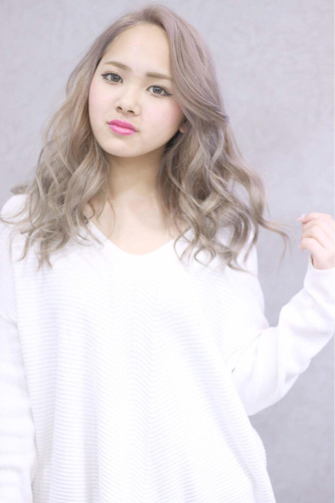 ロング 渋谷系 ミルクティー 外国人風ヘアスタイルや髪型の写真・画像