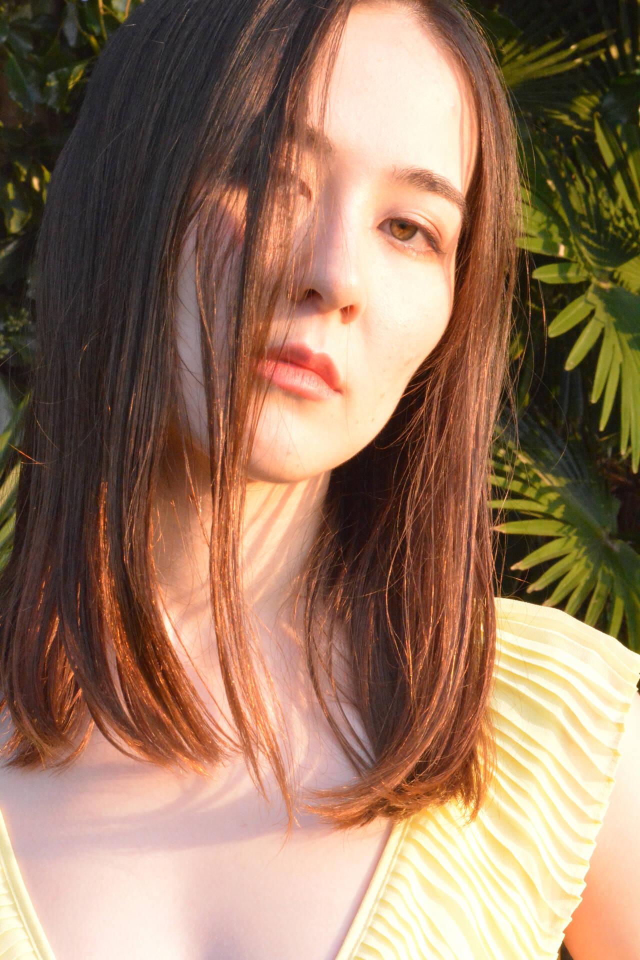 セミロング ナチュラル 縮毛矯正 美髪ヘアスタイルや髪型の写真・画像