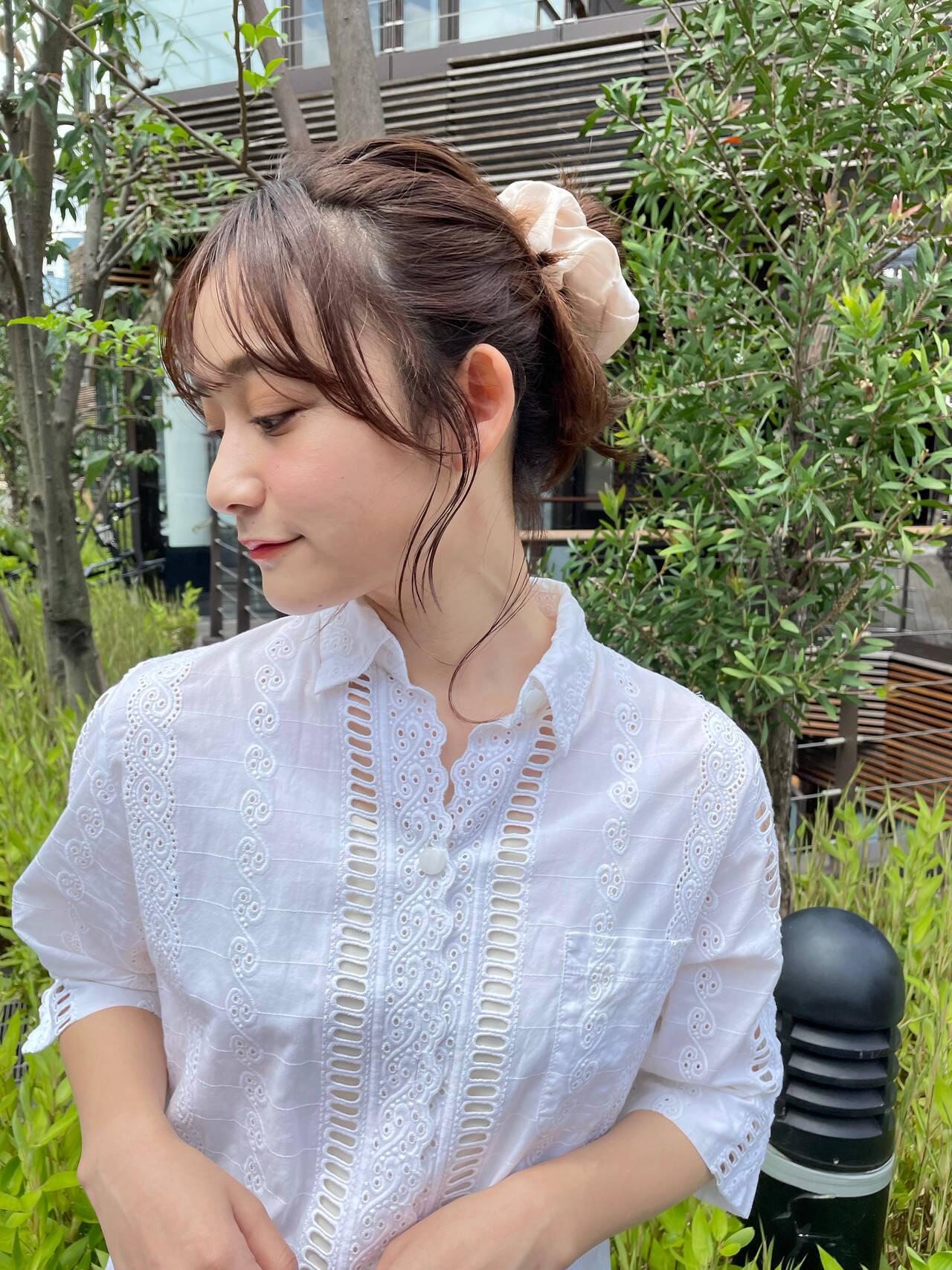 簡単ヘアアレンジ ミディアム シニヨン ウルフカットヘアスタイルや髪型の写真・画像