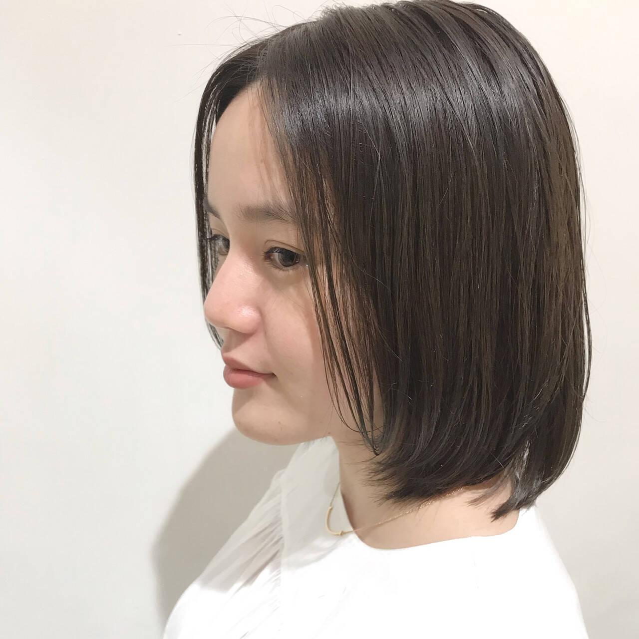オリーブグレージュ ボブ オリーブベージュ ブリーチなしヘアスタイルや髪型の写真・画像