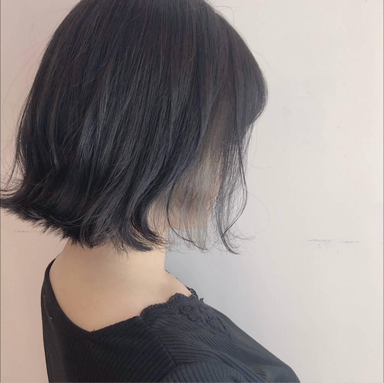 ブラントカット ボブ ナチュラル グレーヘアスタイルや髪型の写真・画像