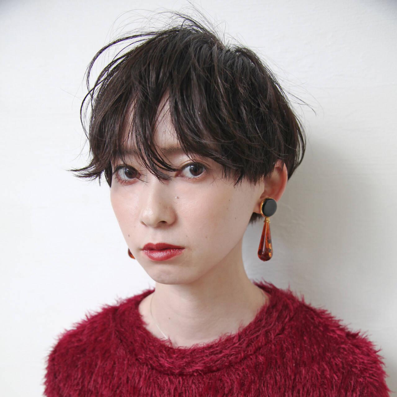 女子力 ショート グレージュ 暗髪ヘアスタイルや髪型の写真・画像