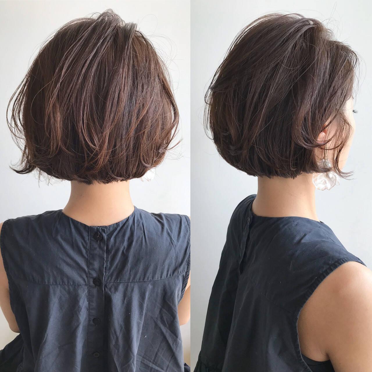 ショートボブ 切りっぱなしボブ ショートヘア フェミニンヘアスタイルや髪型の写真・画像