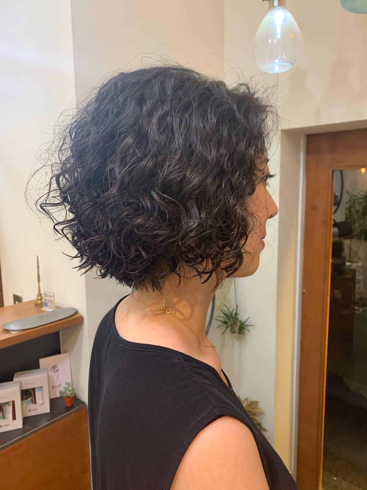 ミニボブ ボブ スパイラルパーマ ショートボブヘアスタイルや髪型の写真・画像