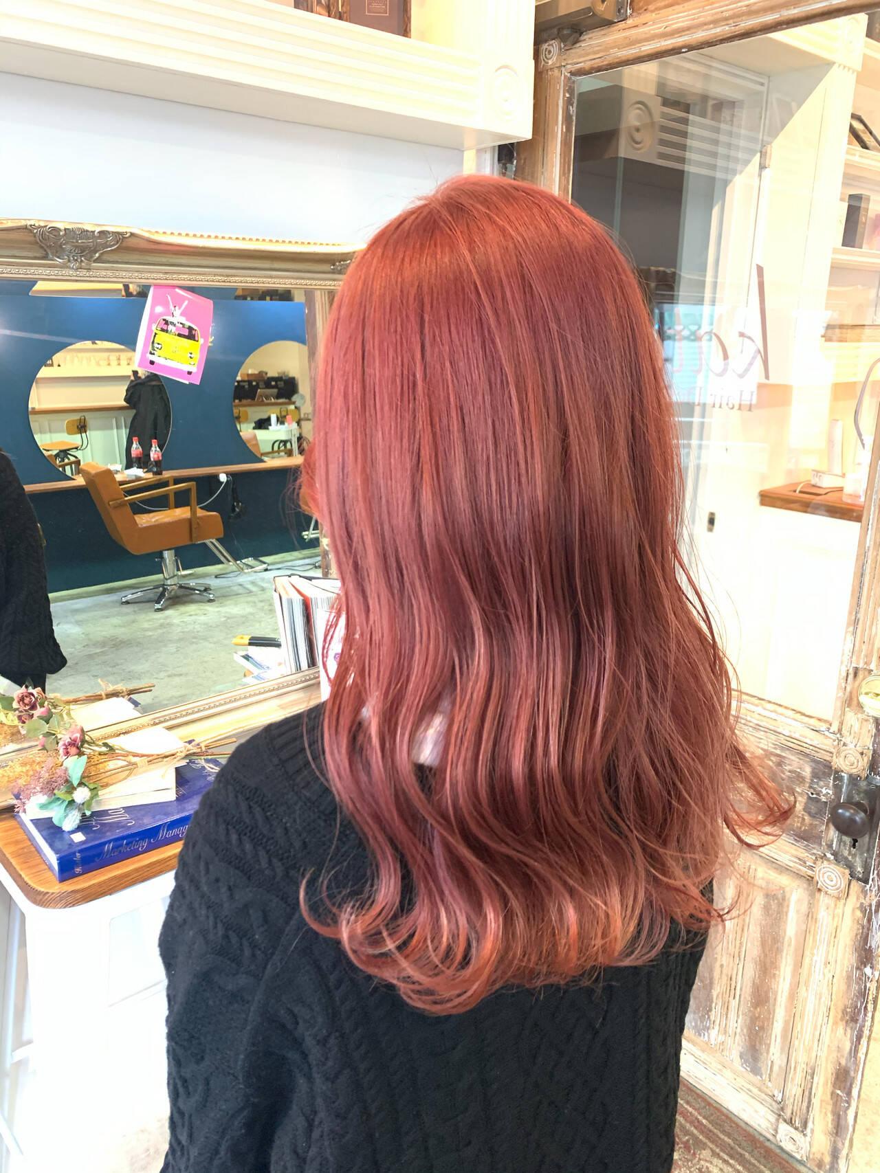 ロング ラベンダーアッシュ ラベンダーカラー ナチュラルヘアスタイルや髪型の写真・画像