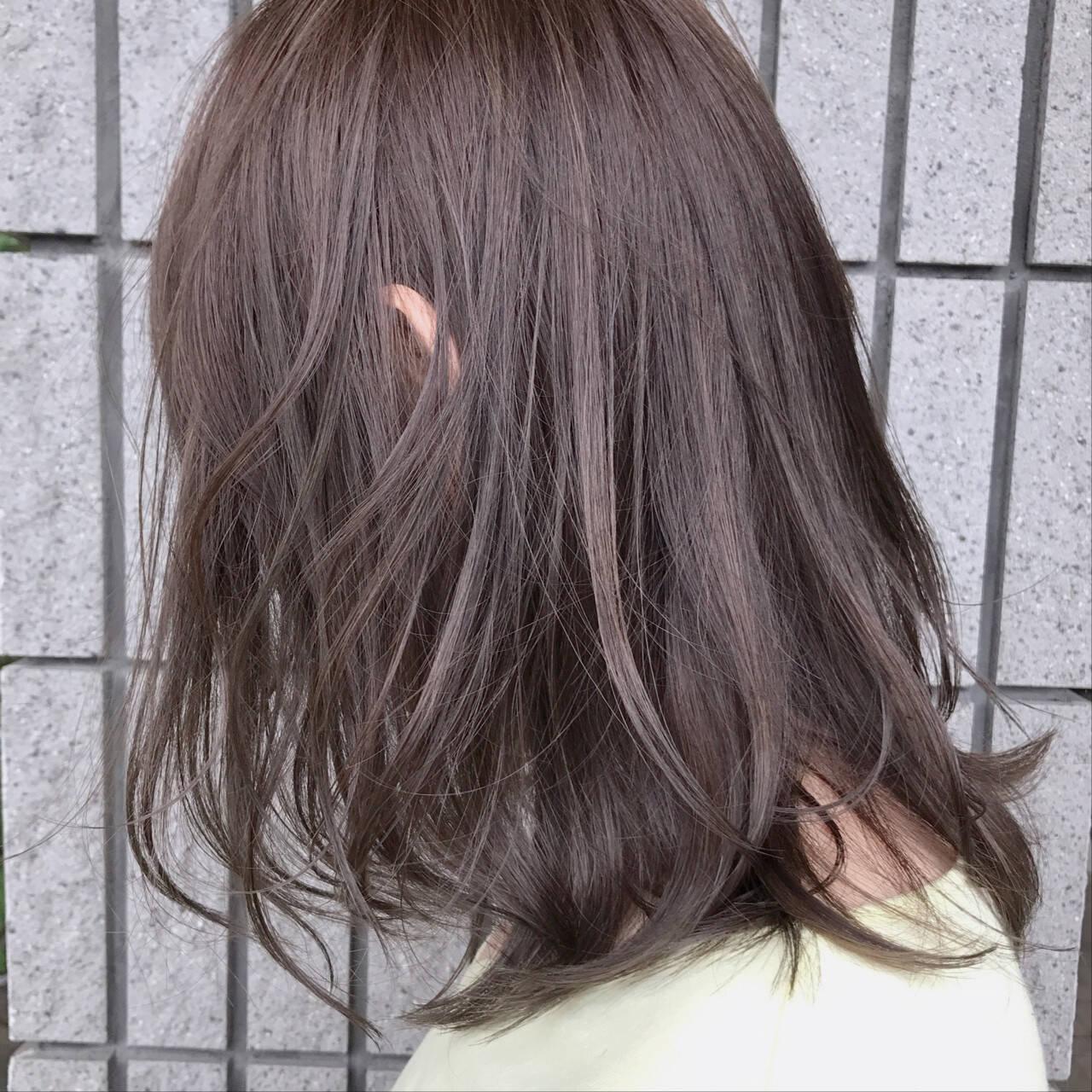 ミディアム ナチュラル バレイヤージュ 外国人風カラーヘアスタイルや髪型の写真・画像