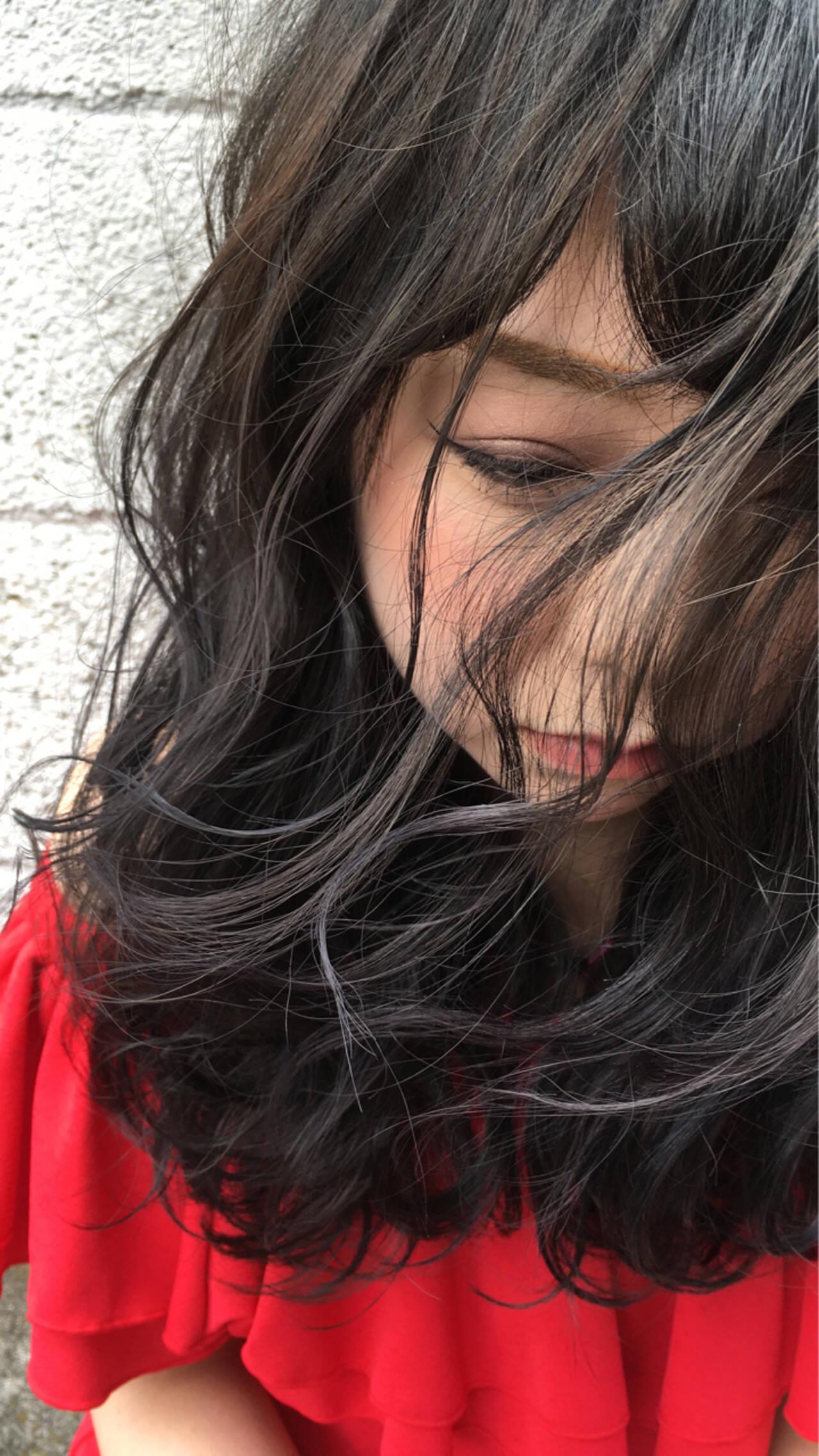 暗髪 パーマ 外国人風 ミディアムヘアスタイルや髪型の写真・画像