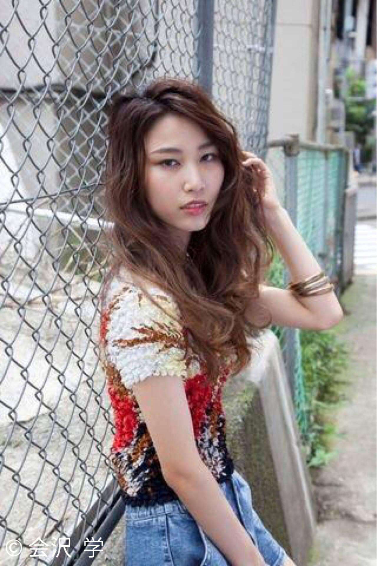 エフォートレス グラデーションカラー ブリーチ ロングヘアスタイルや髪型の写真・画像