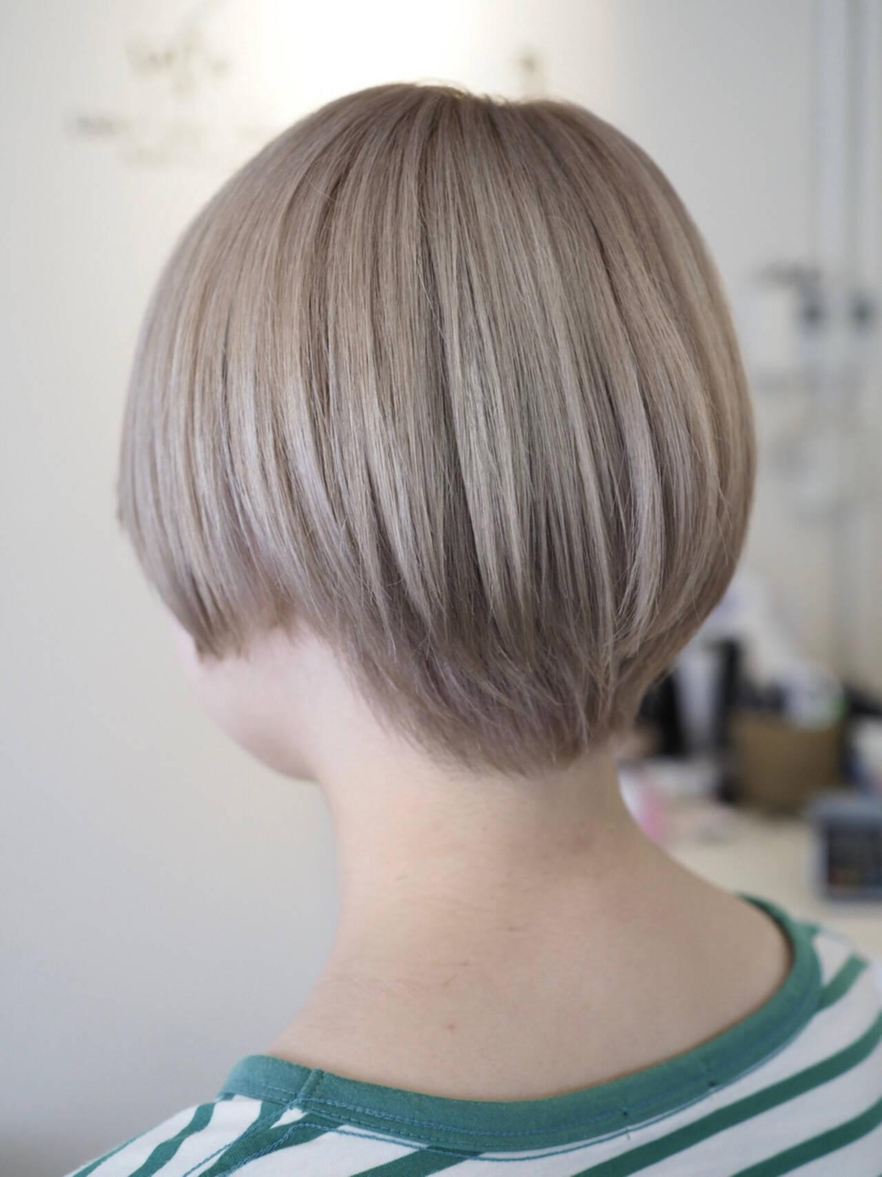 シルバー ブリーチ モード ホワイトヘアスタイルや髪型の写真・画像