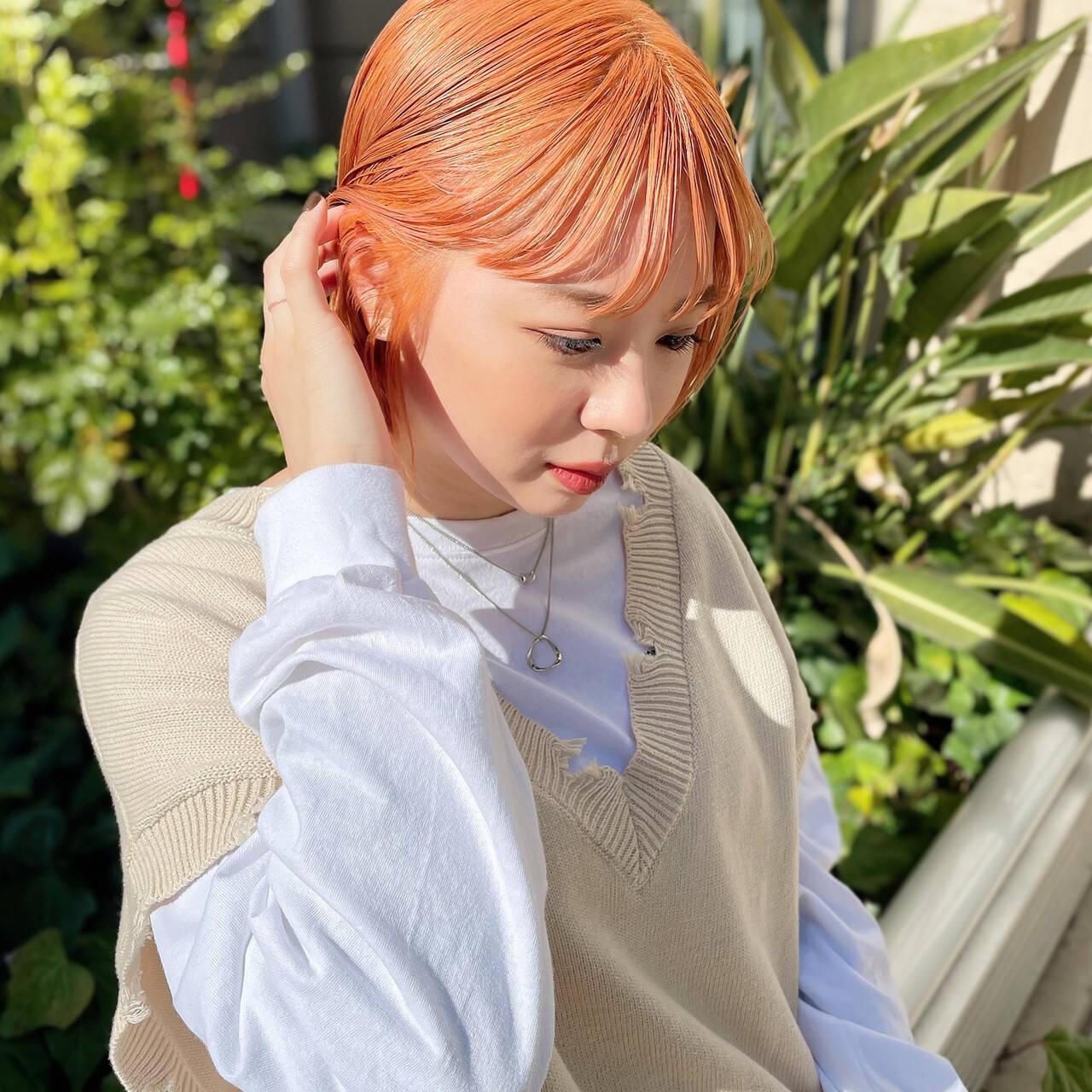 切りっぱなしボブ デザインカラー ストリート オレンジカラーヘアスタイルや髪型の写真・画像