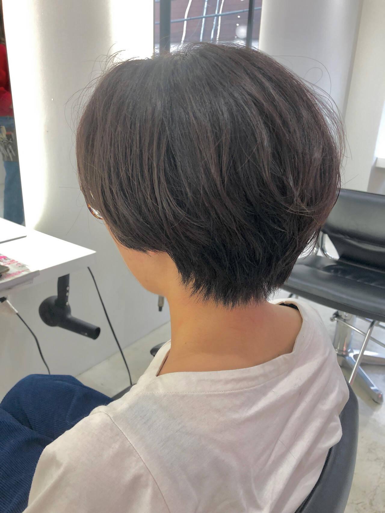 ショート ベリーショート 艶カラー ベージュヘアスタイルや髪型の写真・画像