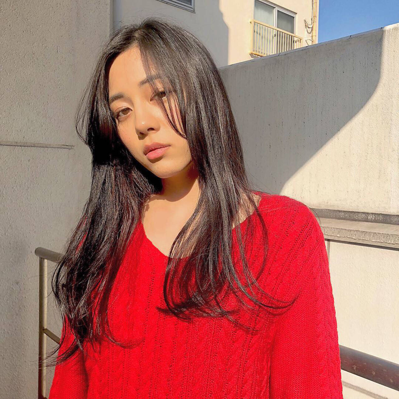 インナーカラー セミロング インナーカラー赤 ワンカールヘアスタイルや髪型の写真・画像