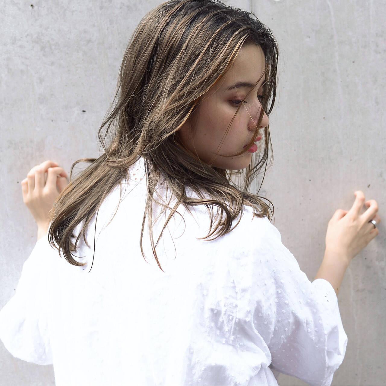 グレージュ 女子力 セミロング 透明感ヘアスタイルや髪型の写真・画像
