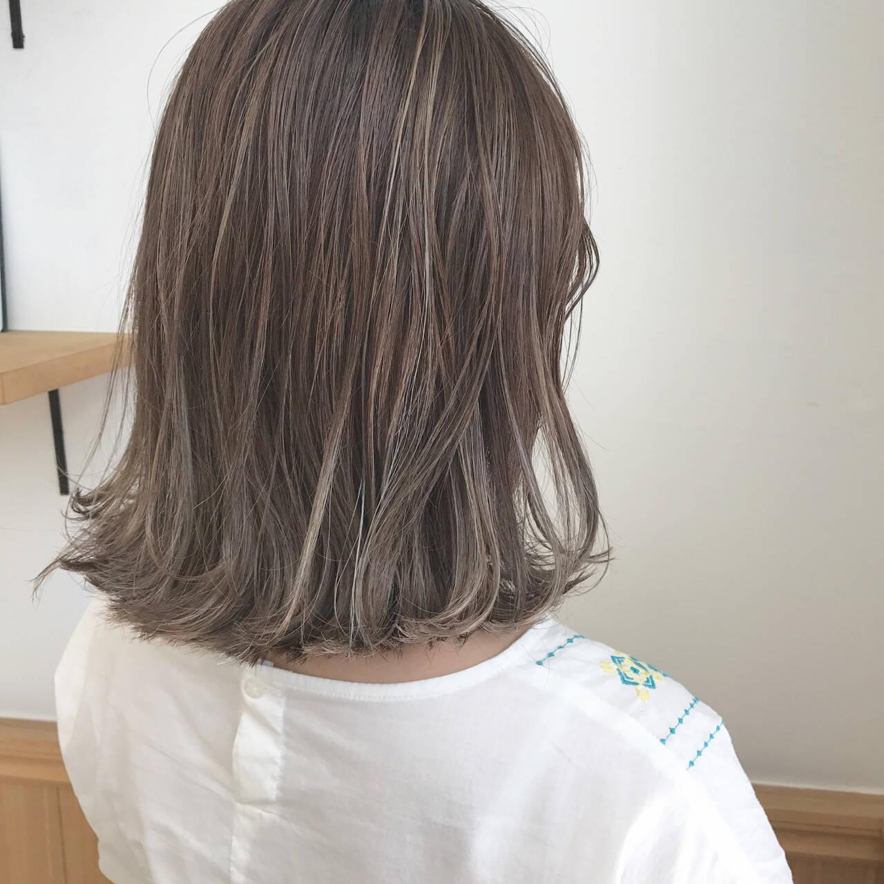 ハイライト ボブ 透明感 切りっぱなしヘアスタイルや髪型の写真・画像