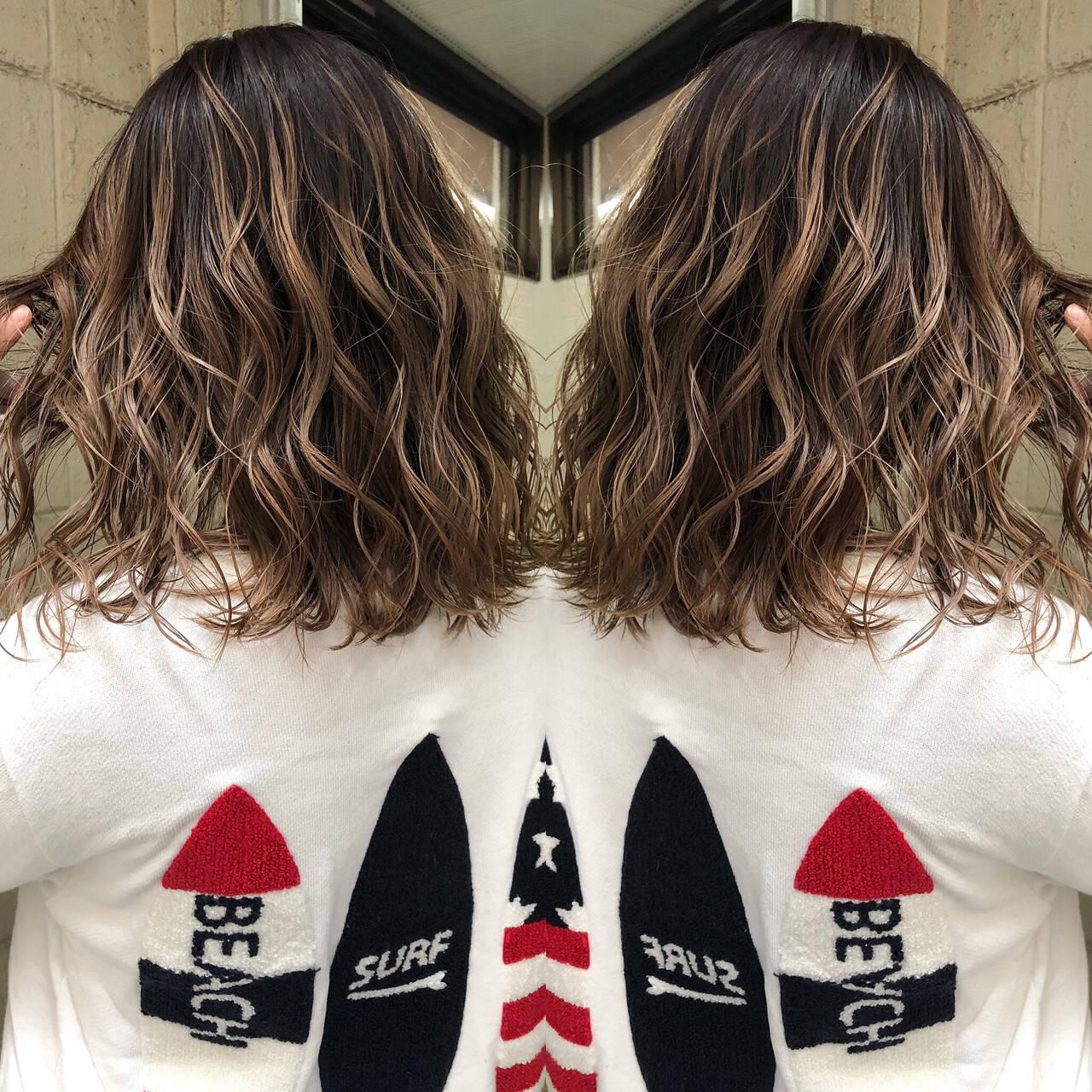 グレージュ モード 外国人風カラー 切りっぱなしボブヘアスタイルや髪型の写真・画像