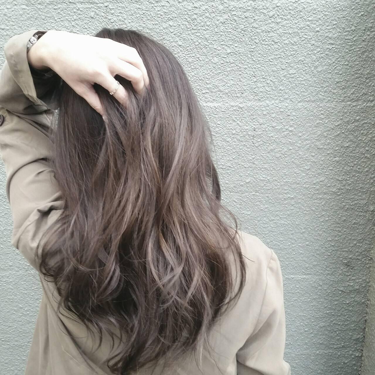 ハイライト グレージュ 外国人風 アッシュヘアスタイルや髪型の写真・画像