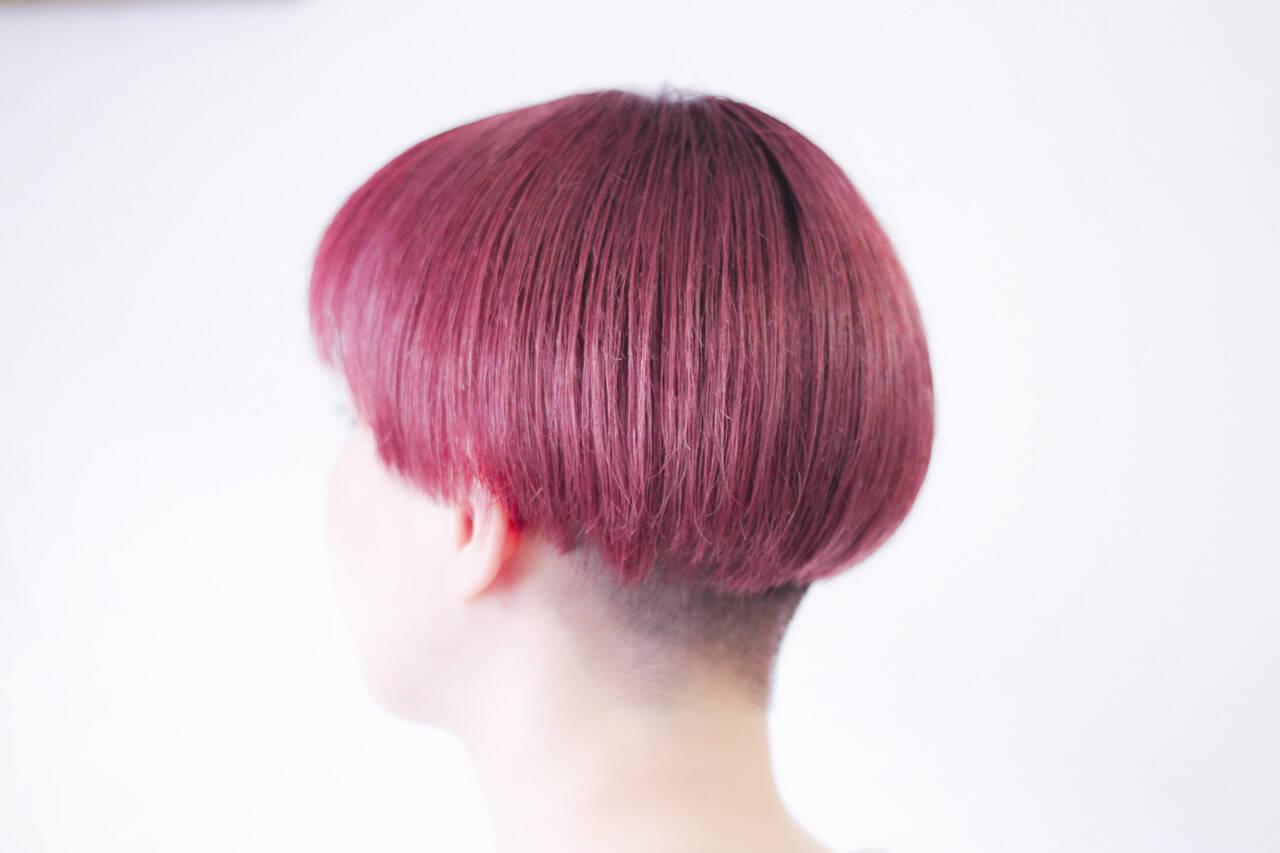 ベリーピンク ナチュラル ボブ 切りっぱなしボブヘアスタイルや髪型の写真・画像