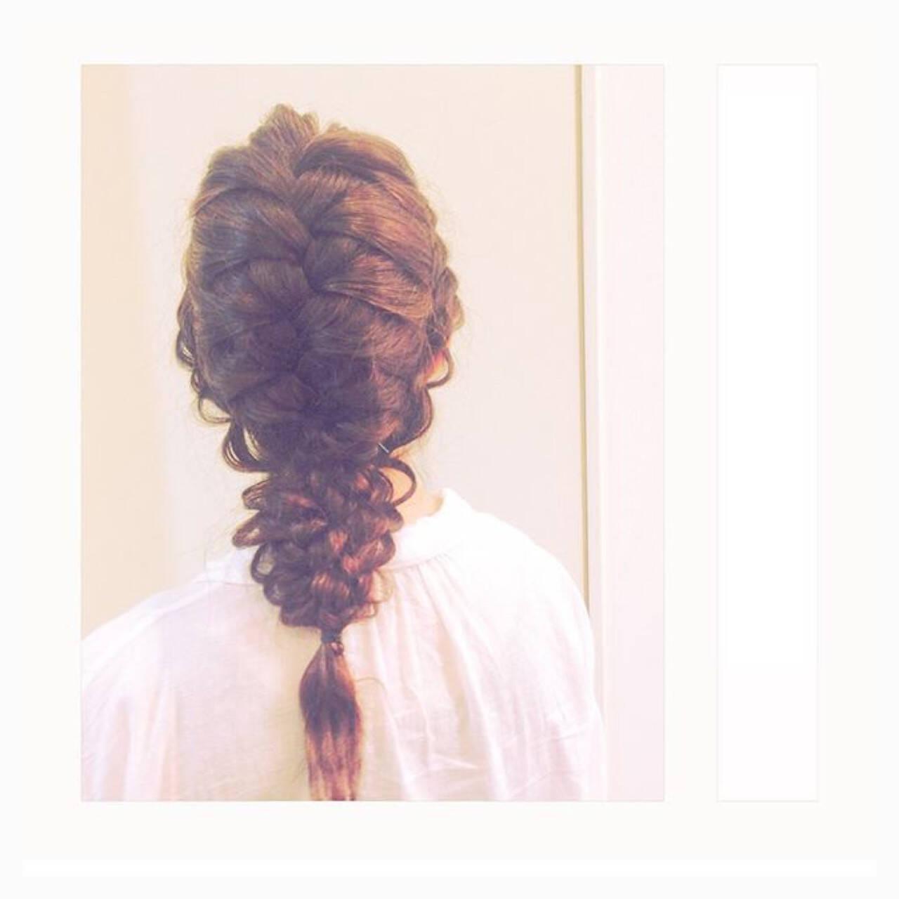 女子会 ナチュラル 編み込み 結婚式ヘアスタイルや髪型の写真・画像