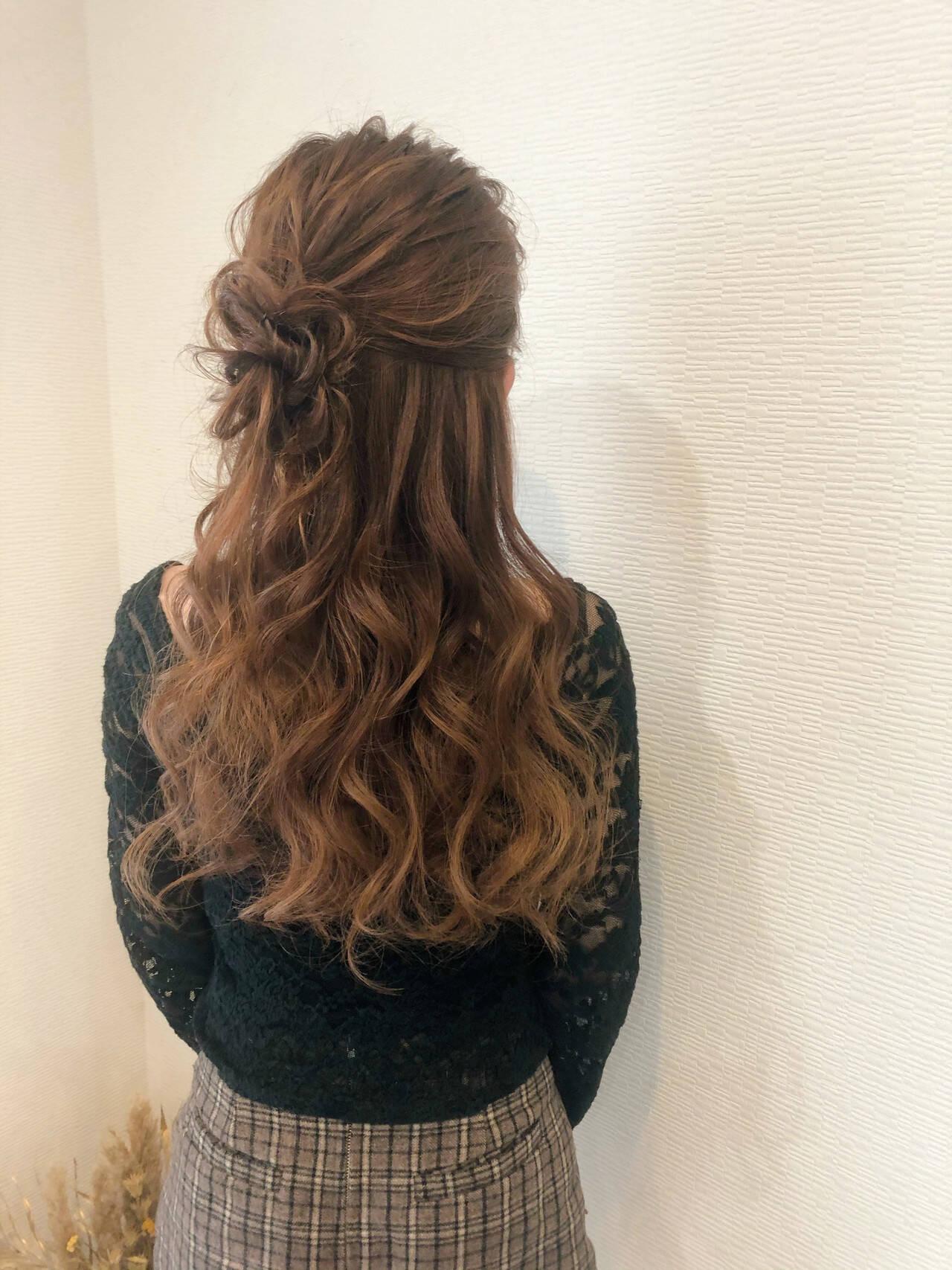 ハーフアップ ねじり ヘアセット ヘアアレンジヘアスタイルや髪型の写真・画像