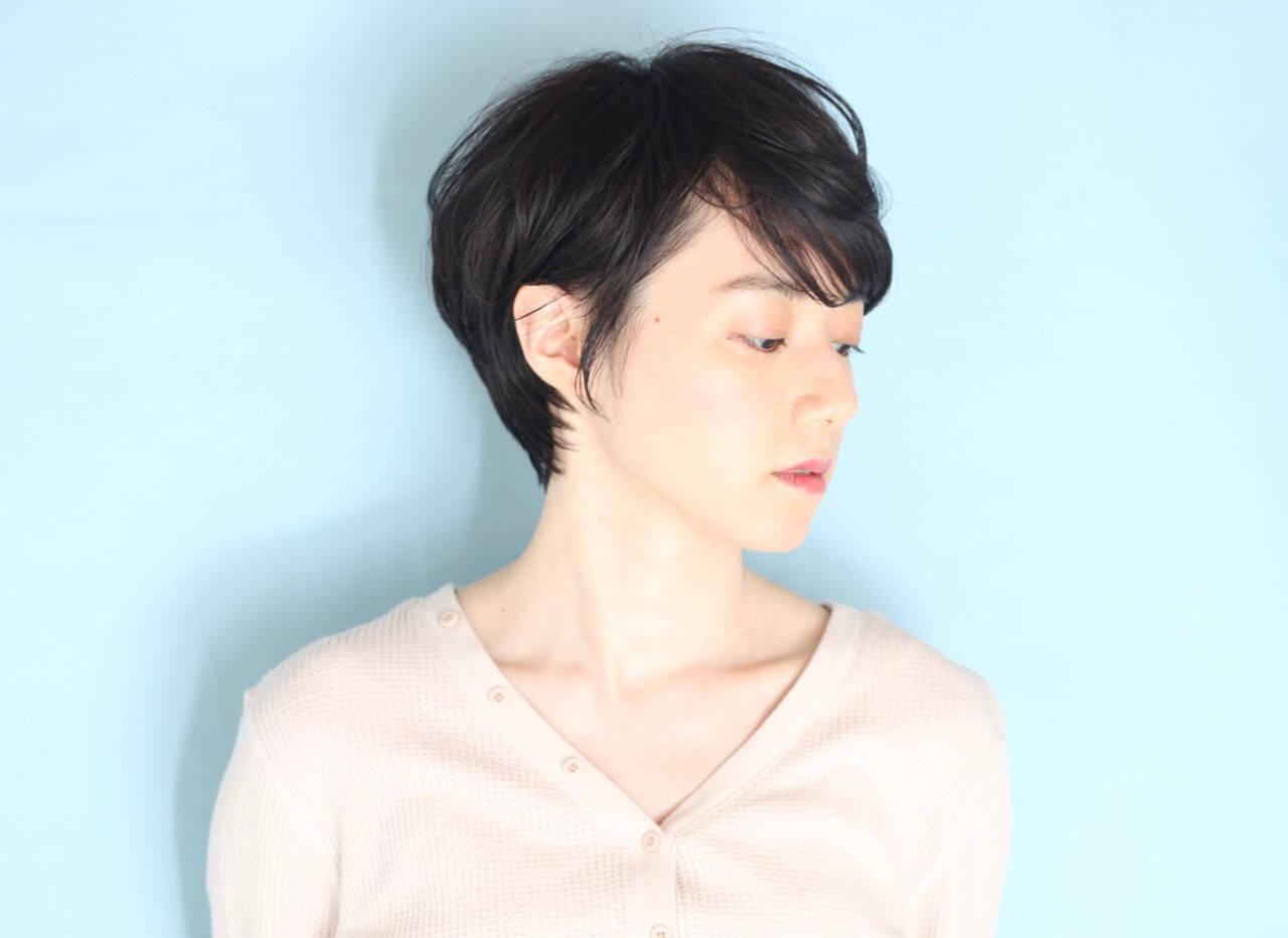 クール 白髪染め ショートヘア ナチュラルヘアスタイルや髪型の写真・画像