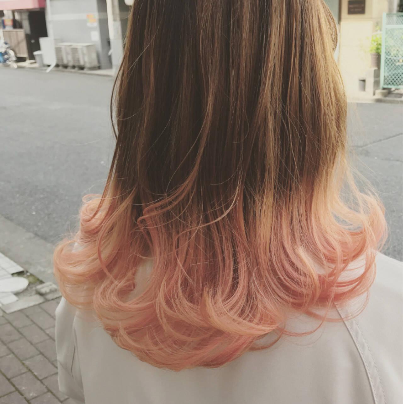 ピンク ロブ ミディアム ウェーブヘアスタイルや髪型の写真・画像