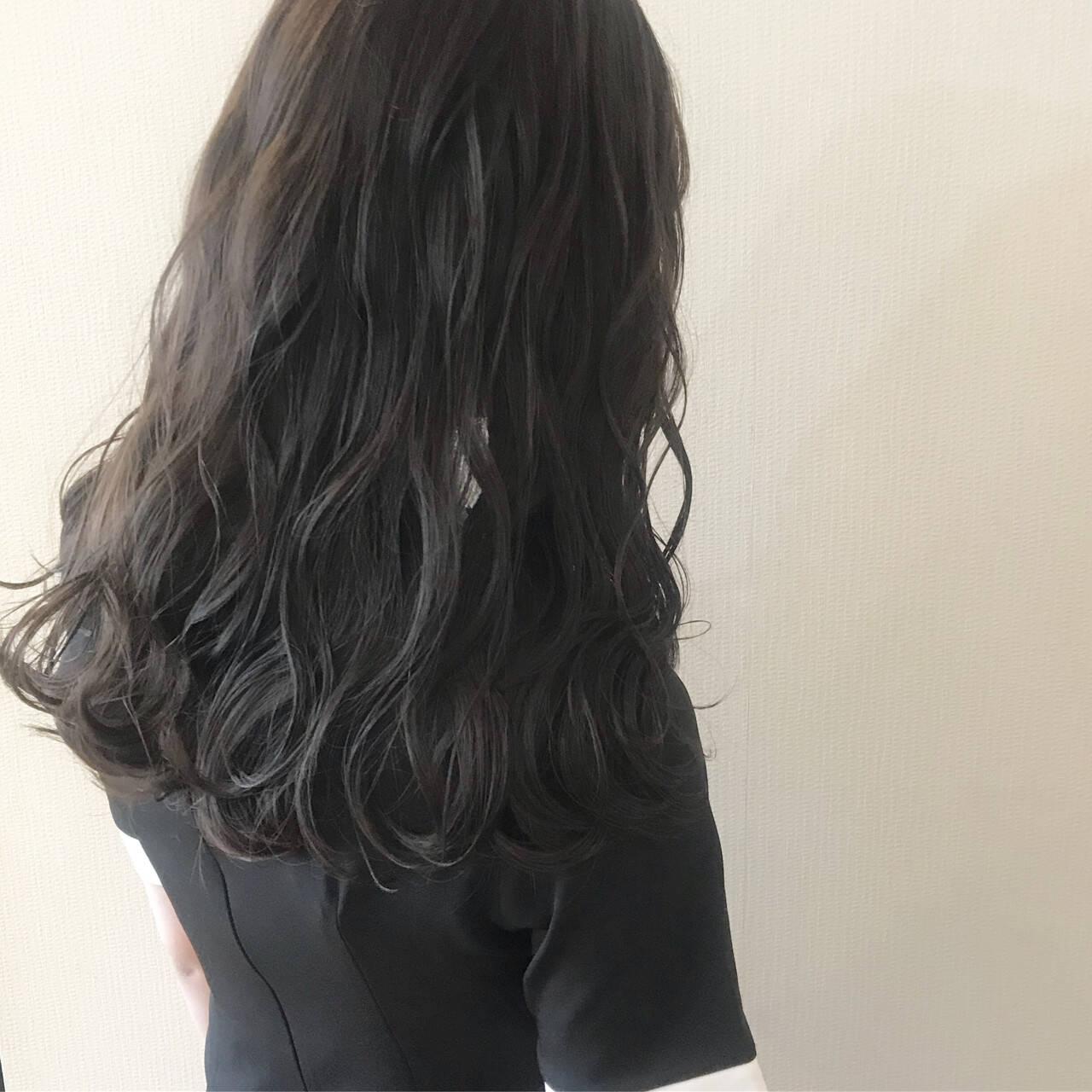 大人女子 アッシュブラック ガーリー ナチュラルヘアスタイルや髪型の写真・画像