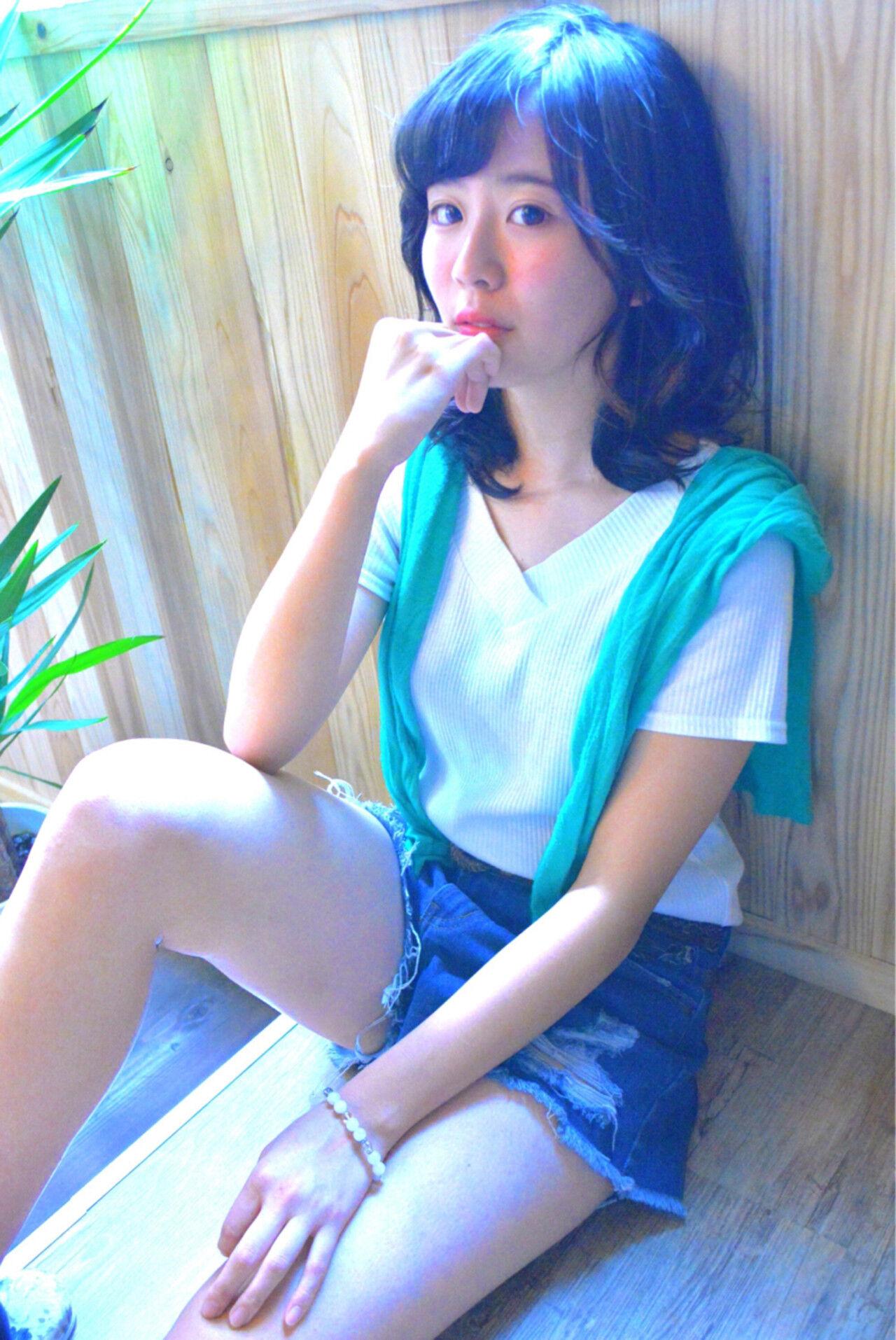 ミディアム ガーリー ハイライト シースルーバングヘアスタイルや髪型の写真・画像