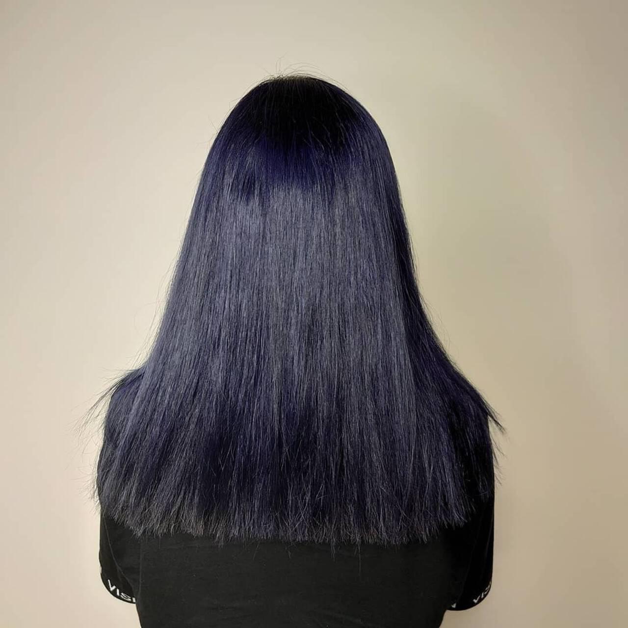 ネイビーカラー ブリーチカラー ネイビー ツヤ髪ヘアスタイルや髪型の写真・画像