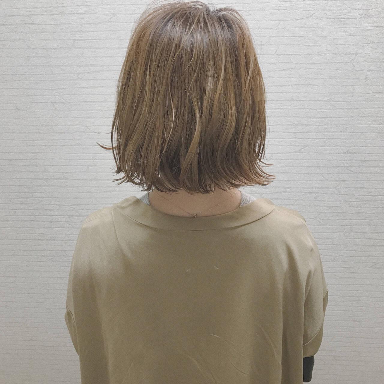 ボブ 外ハネ 切りっぱなし ナチュラルヘアスタイルや髪型の写真・画像