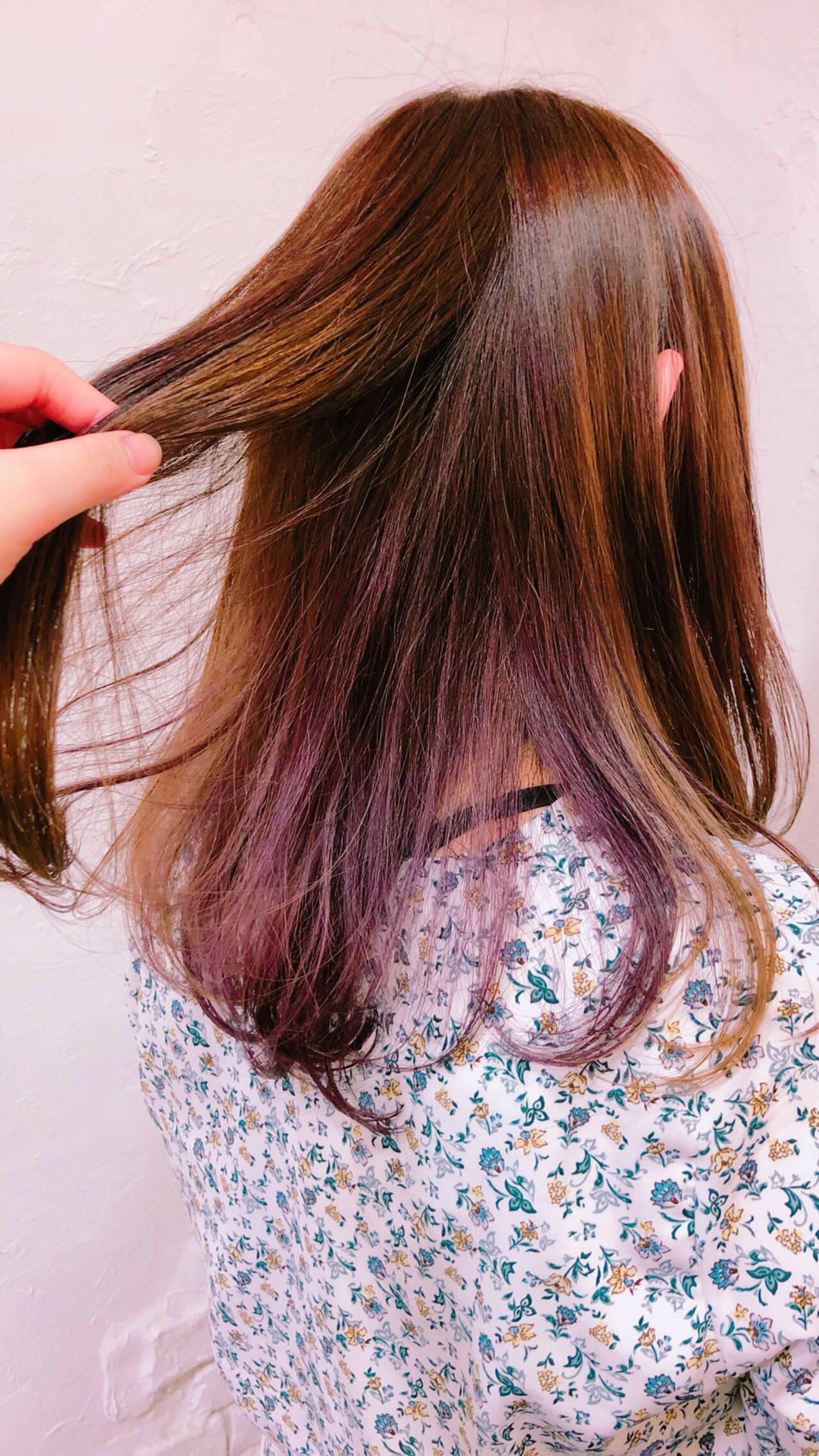カラーバター 透明感カラー セミロング インナーカラーパープルヘアスタイルや髪型の写真・画像