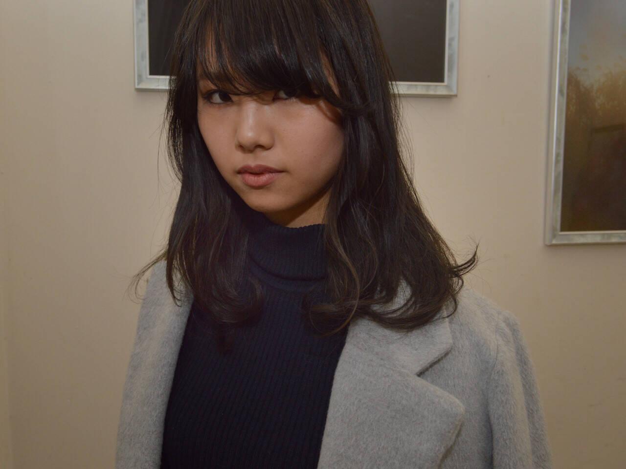 アッシュ ナチュラル パーマ セミロングヘアスタイルや髪型の写真・画像