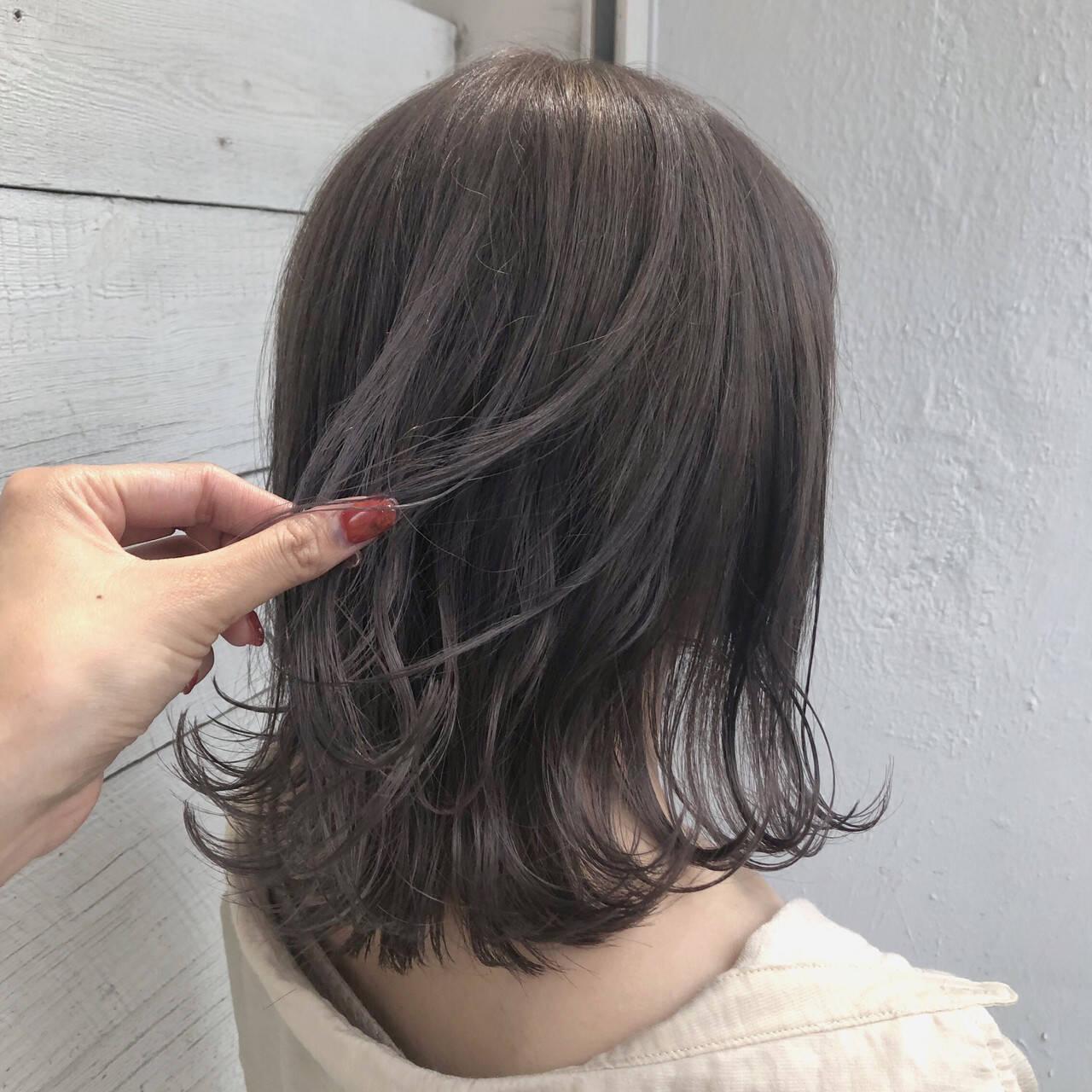 インナーカラー 切りっぱなしボブ ミディアム 透明感カラーヘアスタイルや髪型の写真・画像