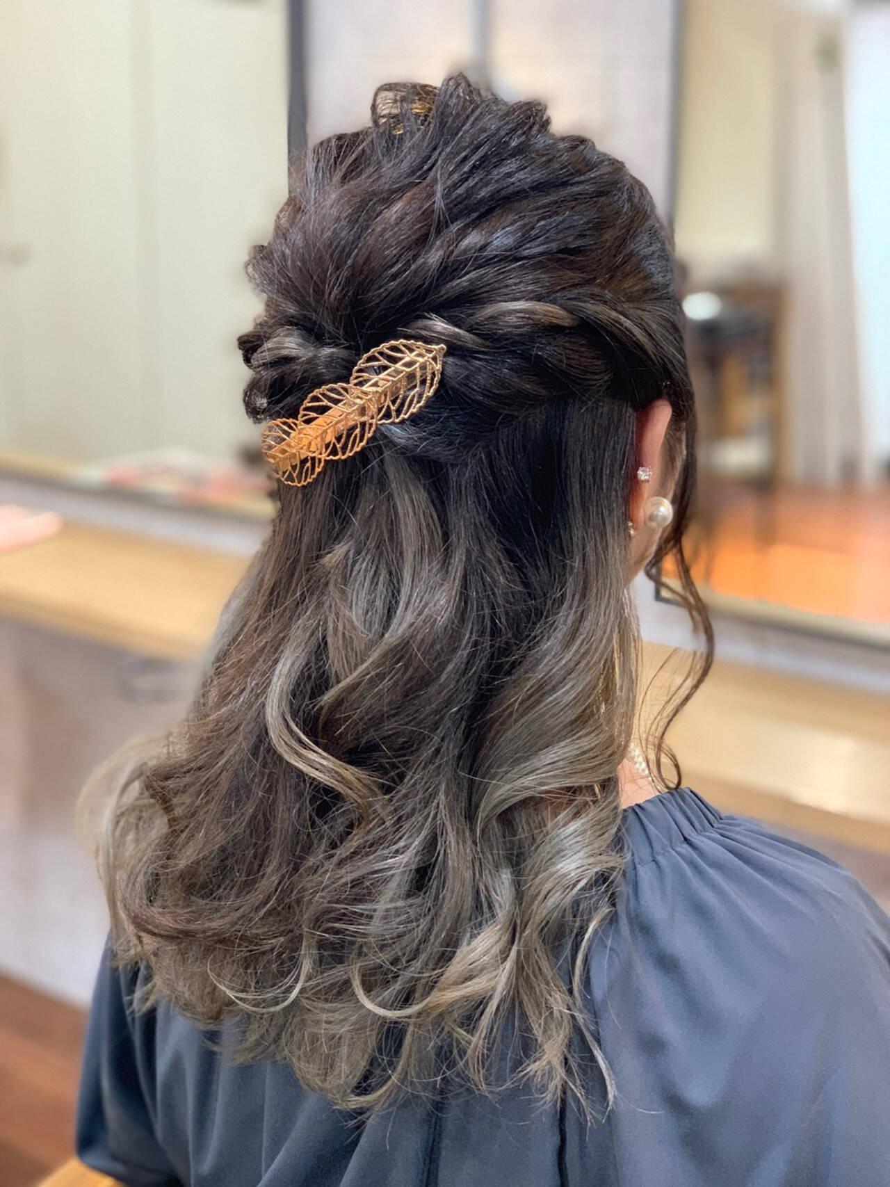 ホワイトグレージュ 簡単ヘアアレンジ ナチュラル グレージュヘアスタイルや髪型の写真・画像