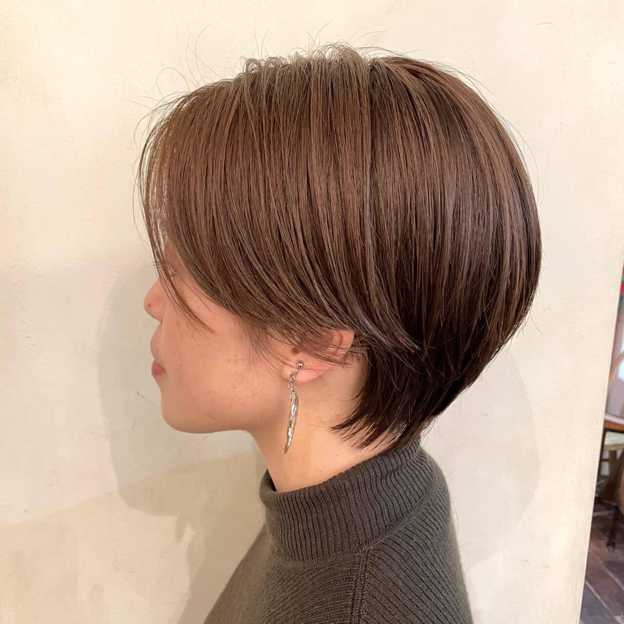 ショートボブ ショートヘア 小顔ショート ワンカールパーマヘアスタイルや髪型の写真・画像