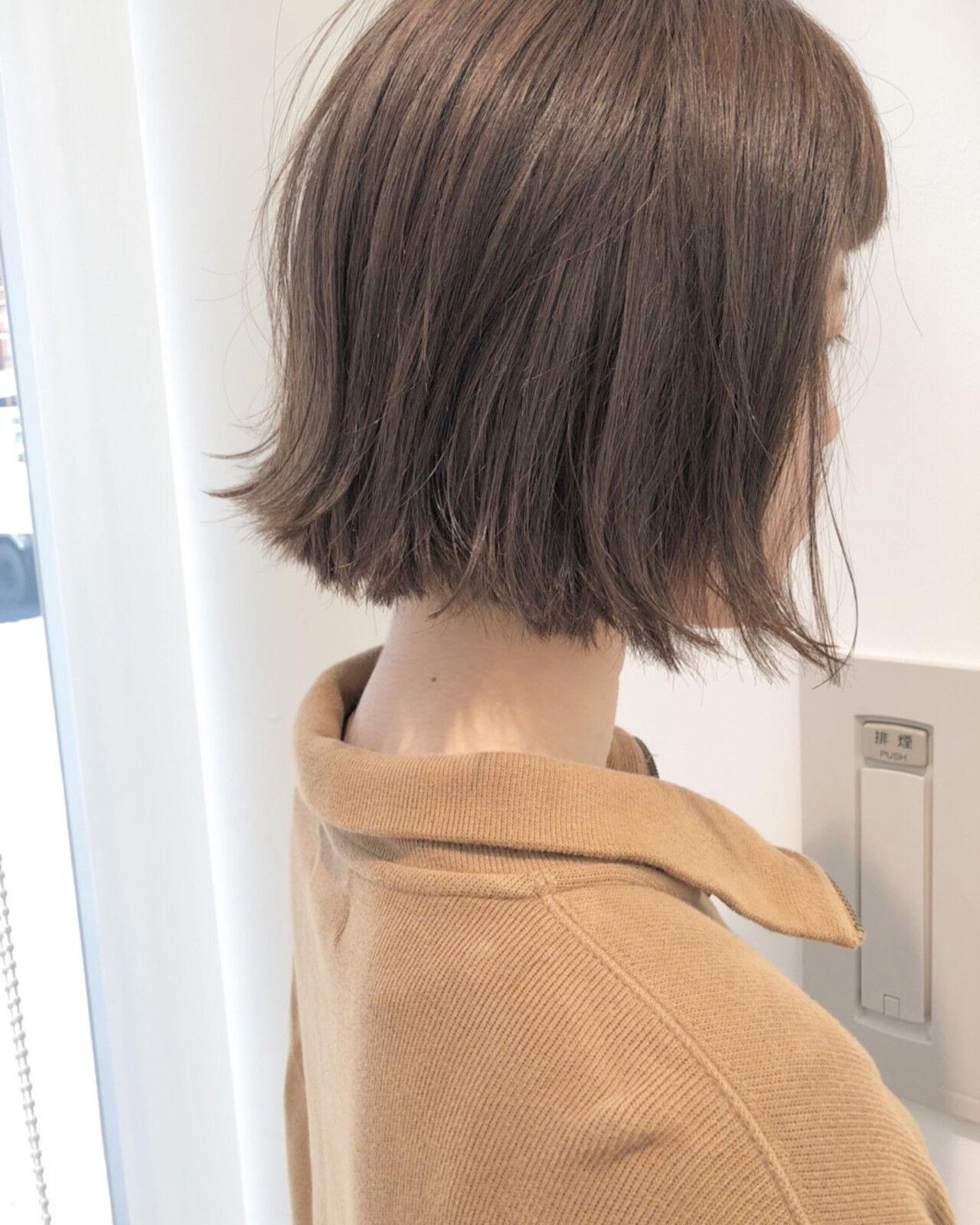 グレージュ 外ハネ ワンレングス 透明感ヘアスタイルや髪型の写真・画像