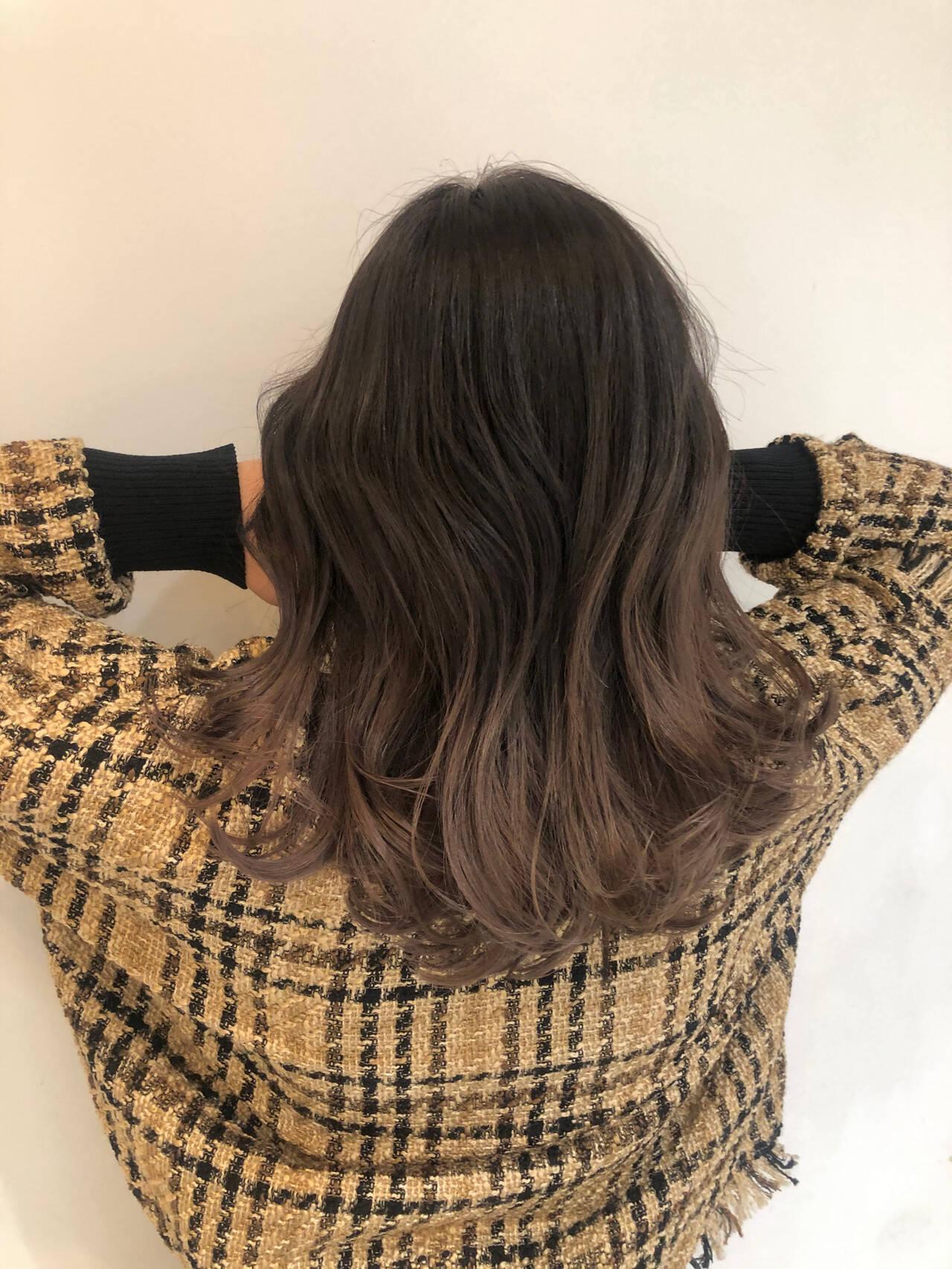 グレージュ ピンクベージュ 春色 エレガントヘアスタイルや髪型の写真・画像