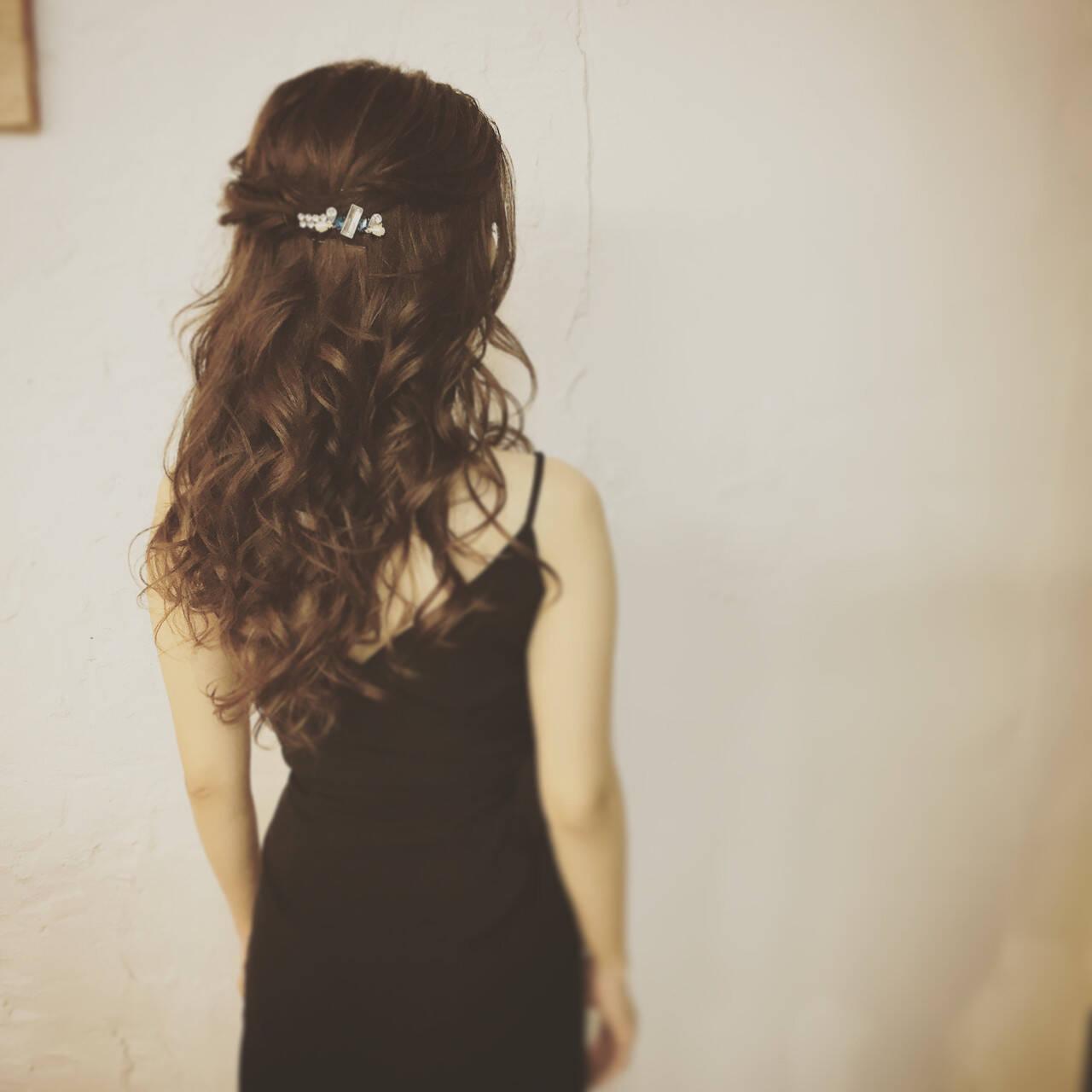 ヘアアレンジ 大人女子 ハーフアップ ねじりヘアスタイルや髪型の写真・画像
