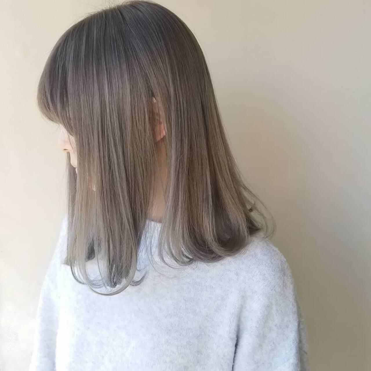 ホワイトグレージュ ナチュラル 透明感カラー ハイトーンカラーヘアスタイルや髪型の写真・画像