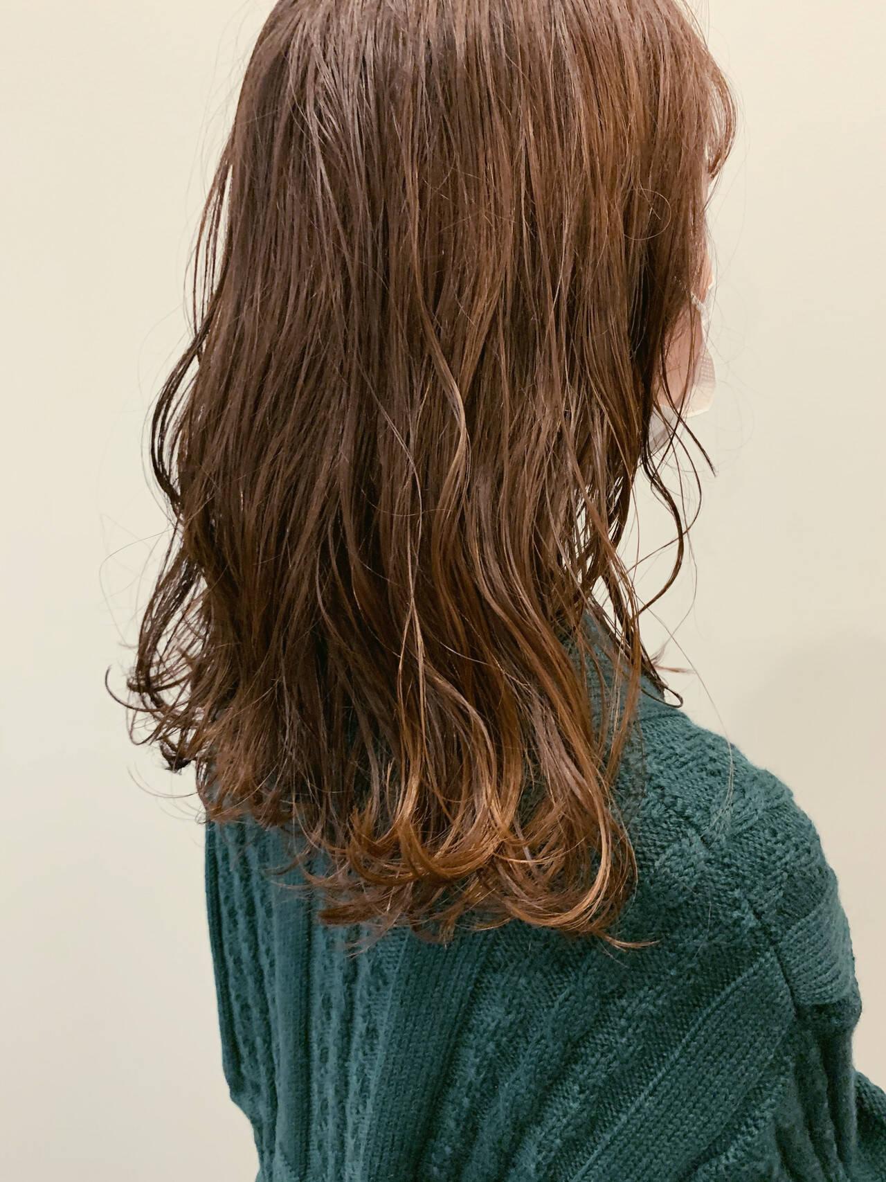 オリーブベージュ アッシュベージュ ナチュラル オリーブアッシュヘアスタイルや髪型の写真・画像