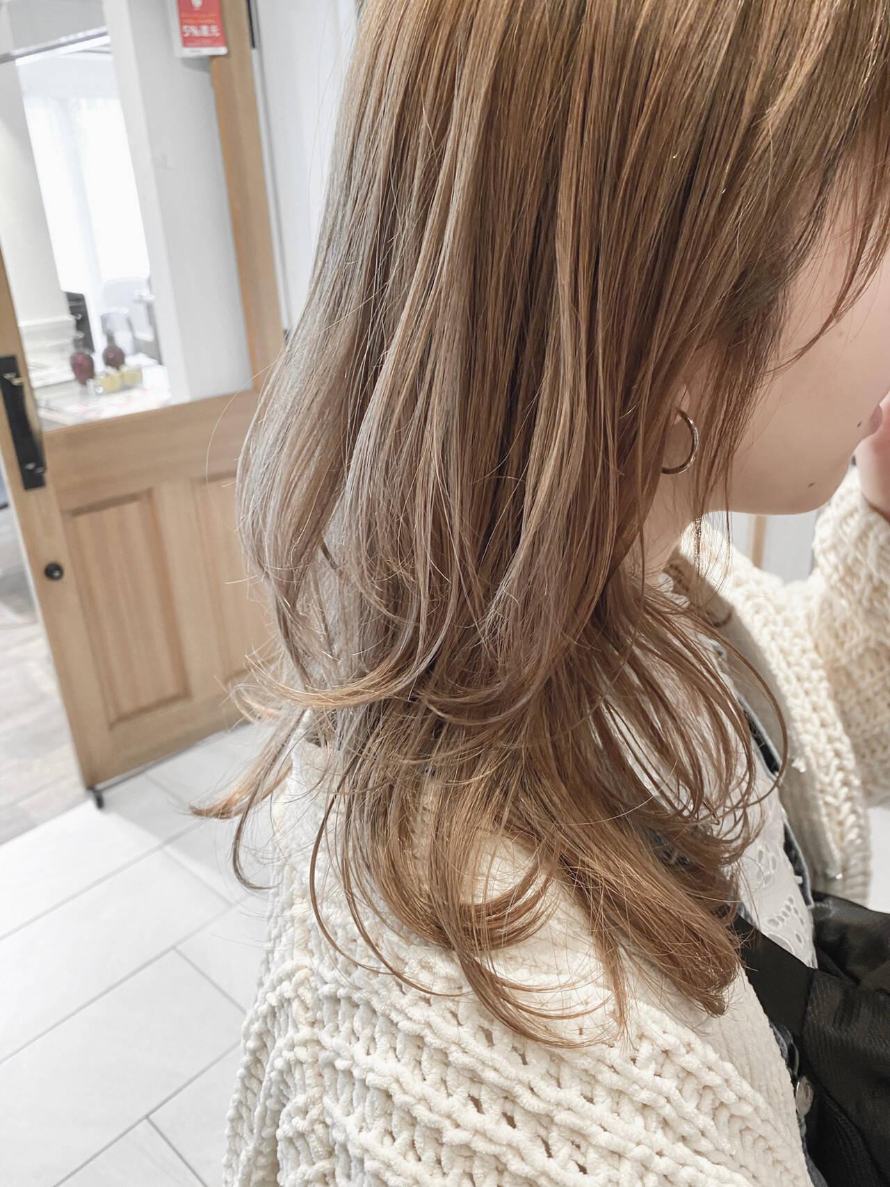 ミルクティー 透明感カラー ナチュラル ハイライトヘアスタイルや髪型の写真・画像