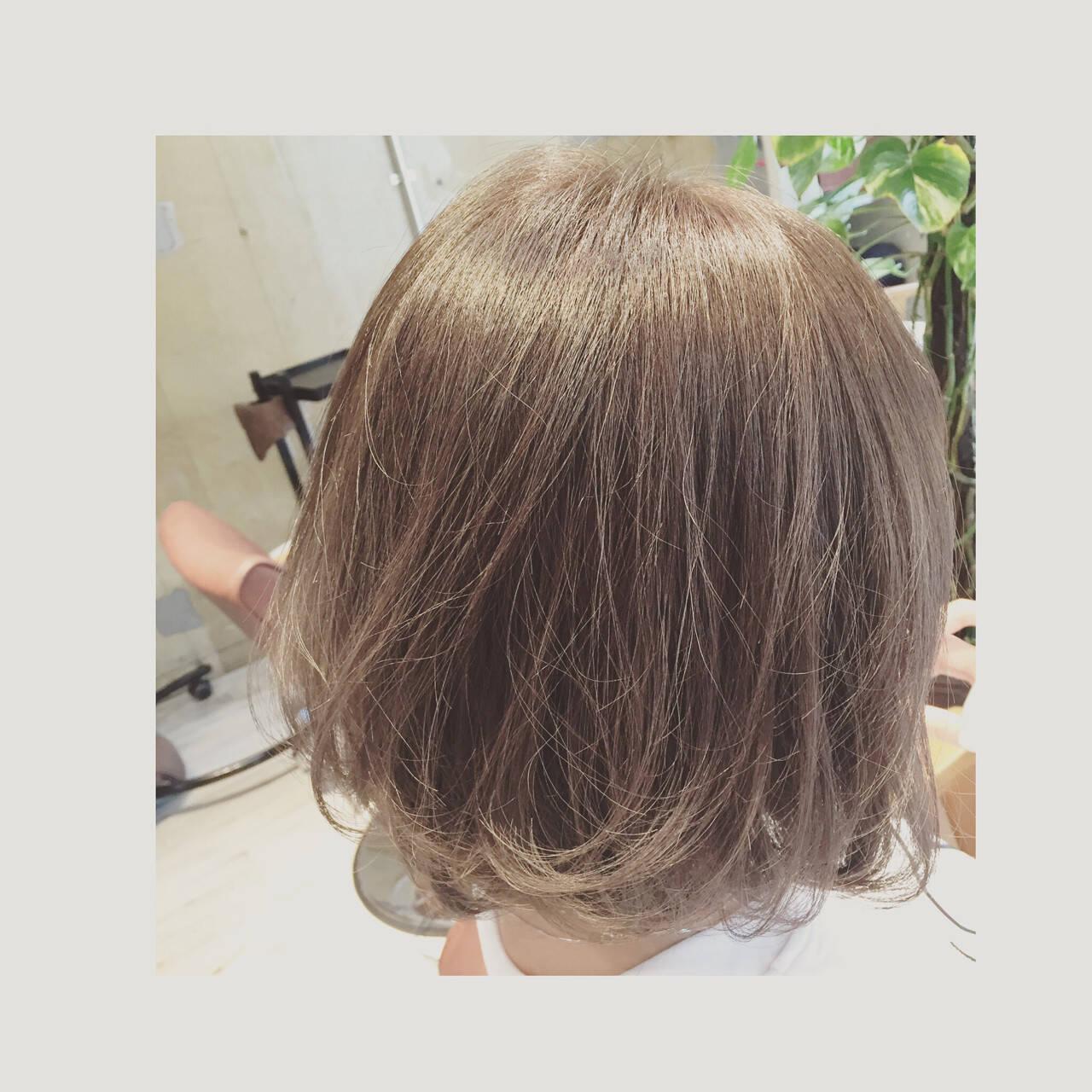 グレージュ ナチュラル アッシュ グラデーションカラーヘアスタイルや髪型の写真・画像