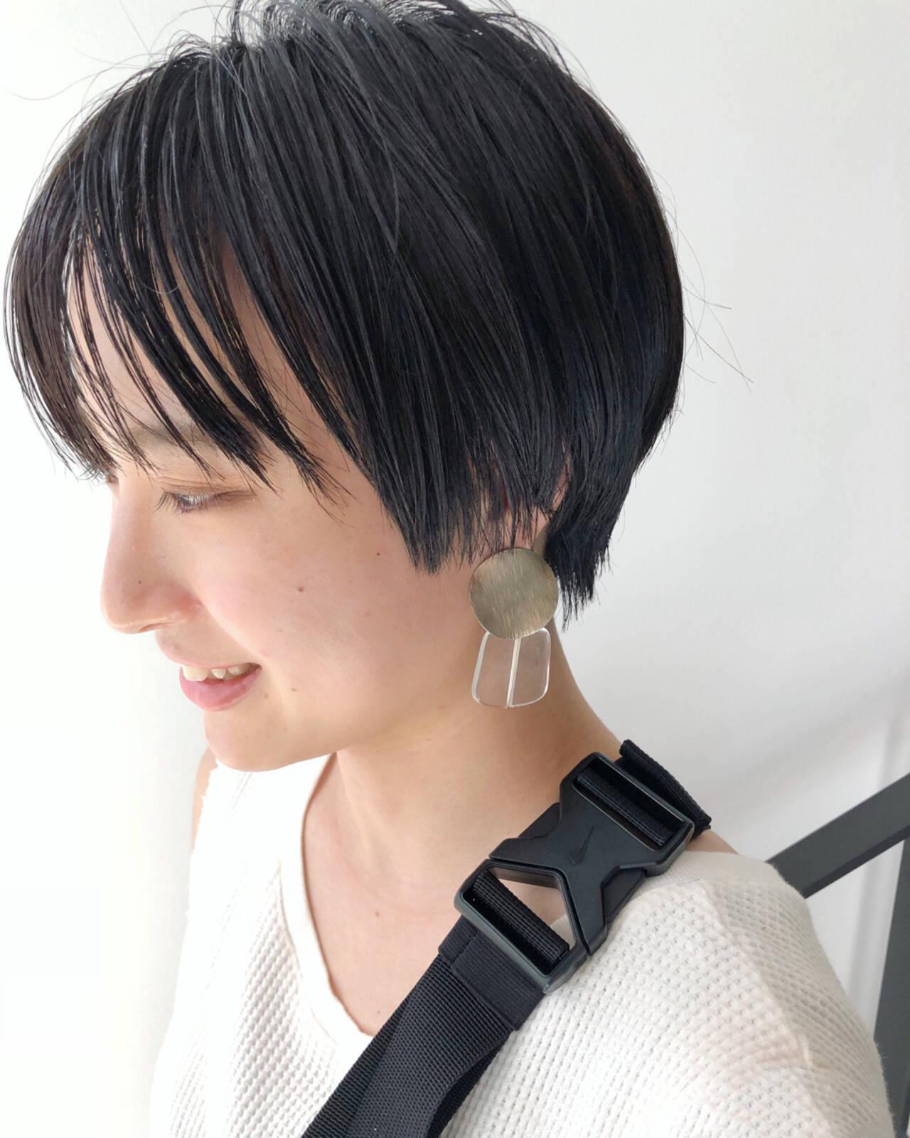 ショート ナチュラル エフォートレス 黒髪ヘアスタイルや髪型の写真・画像
