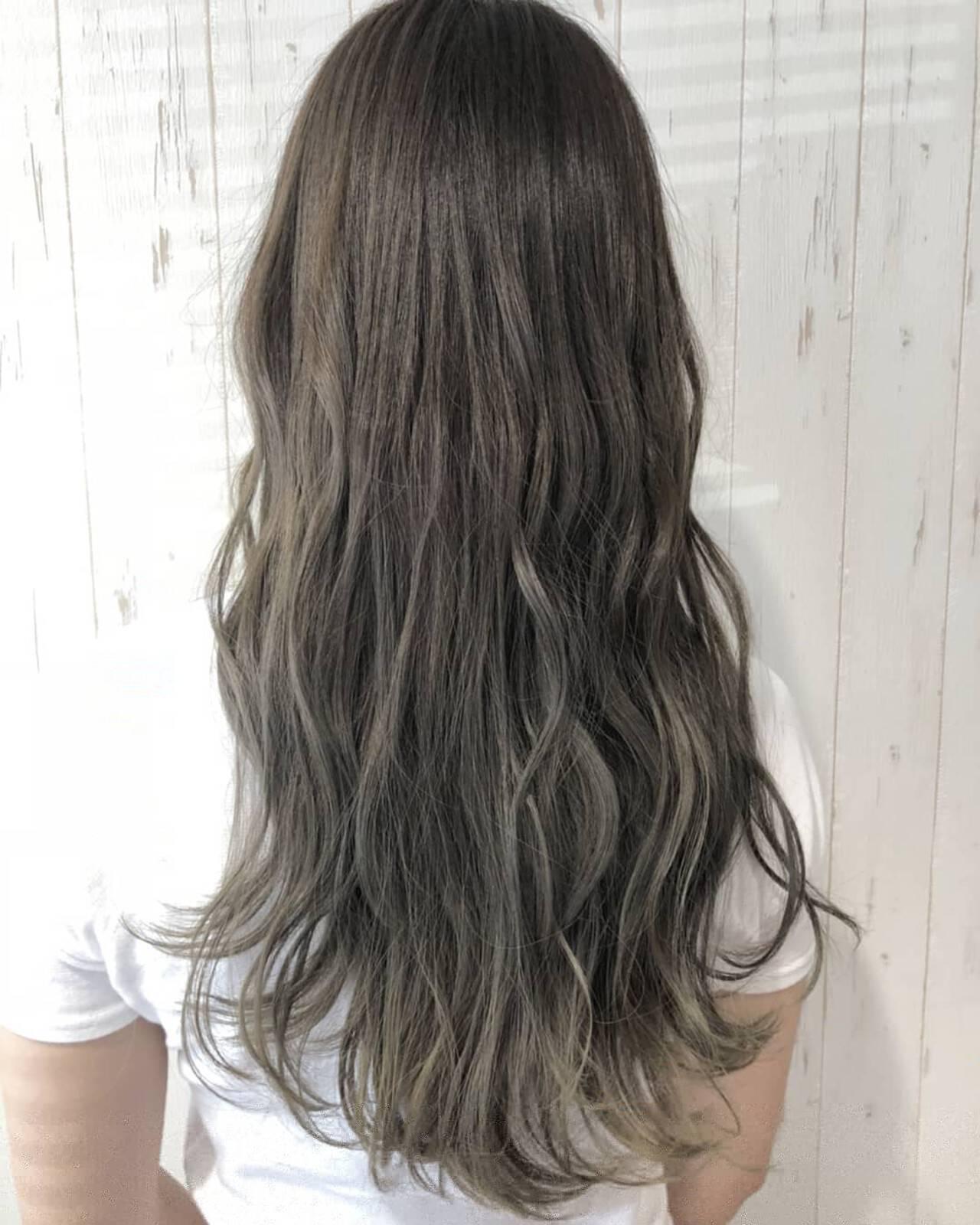 グレージュ ロング エレガント デートヘアスタイルや髪型の写真・画像