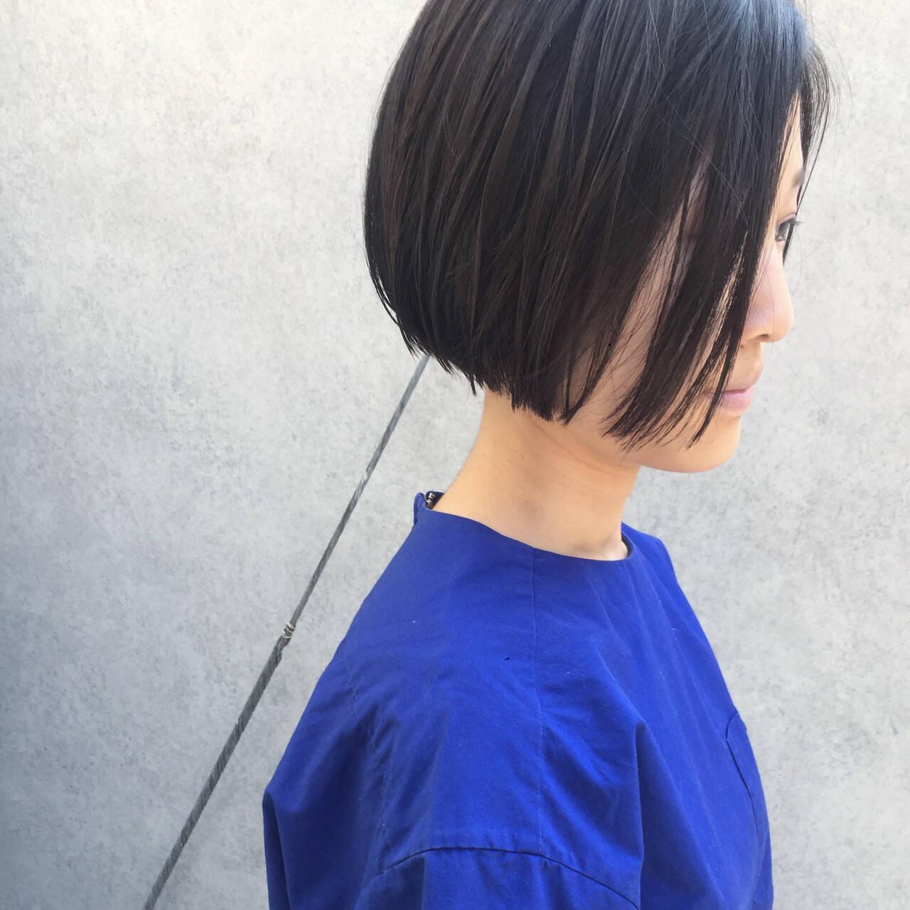 ショートボブ 小顔 ボブ 切りっぱなしヘアスタイルや髪型の写真・画像