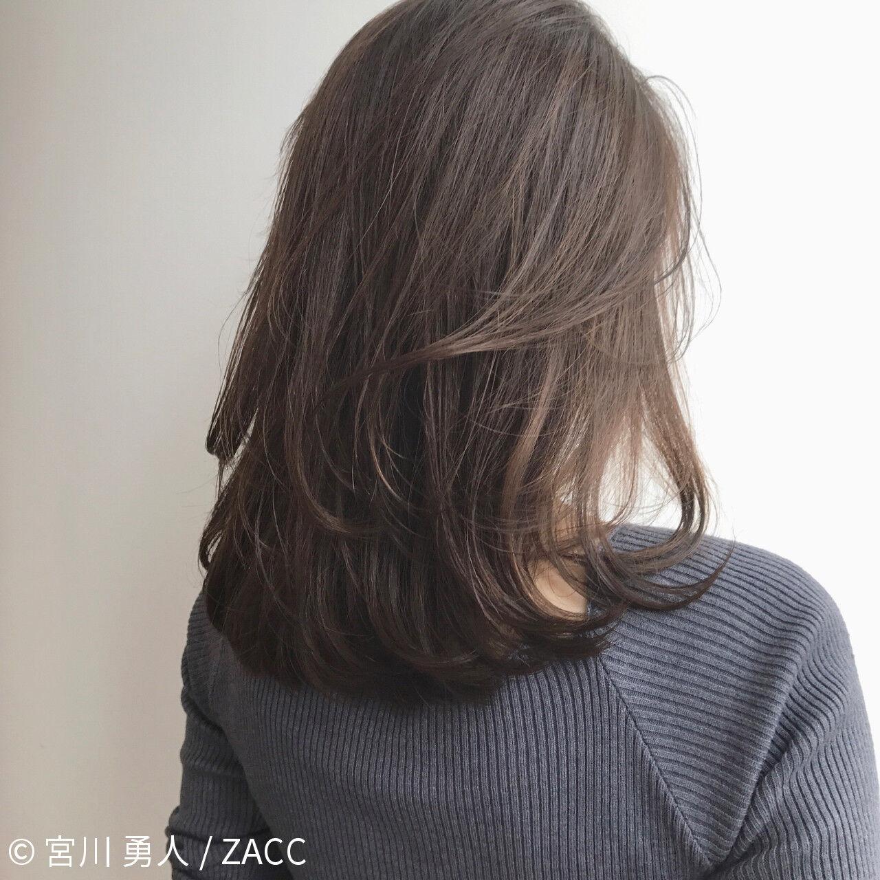 フェミニン コンサバ アッシュ ミルクティーヘアスタイルや髪型の写真・画像