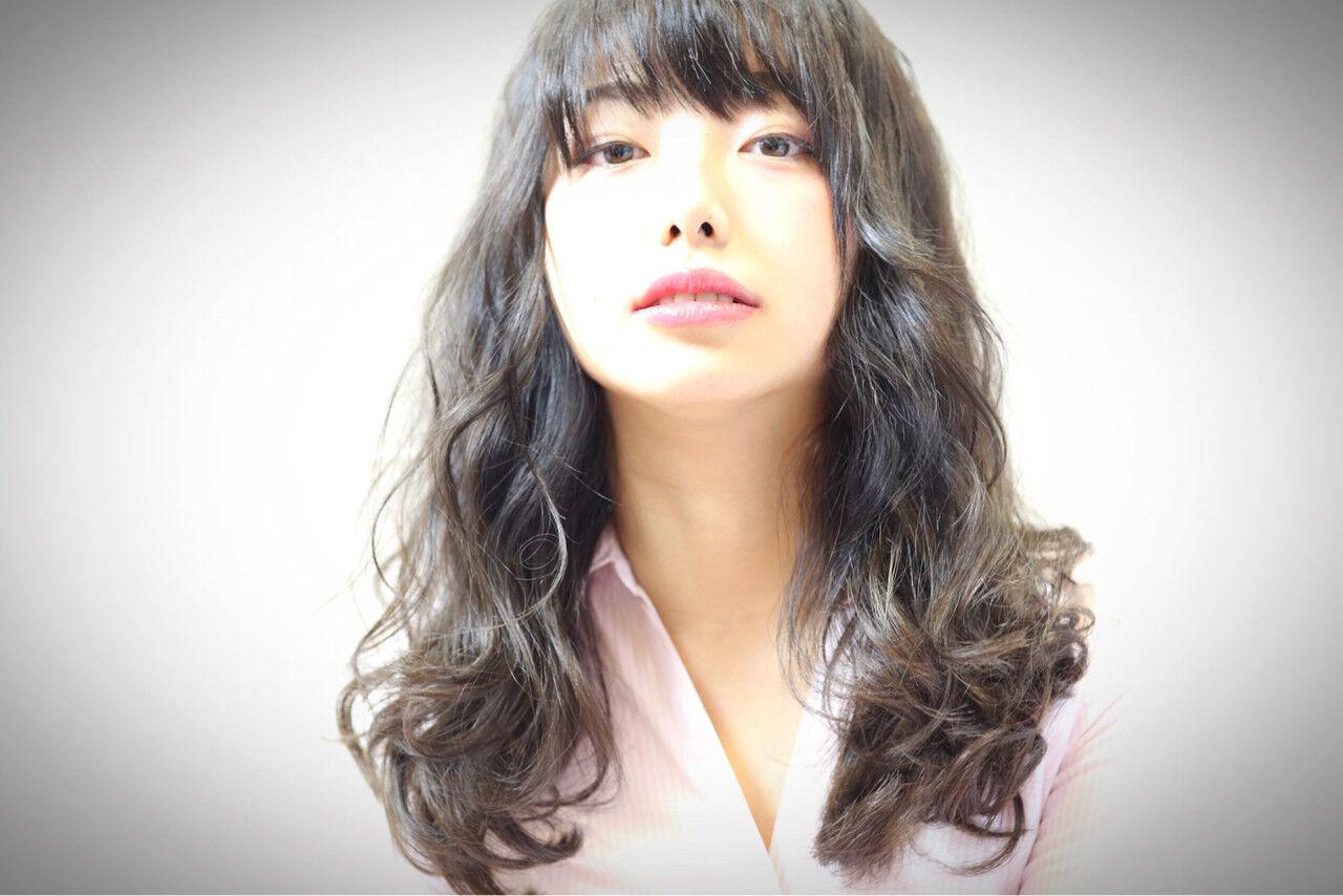 セミロング フェミニン 女子会 リラックスヘアスタイルや髪型の写真・画像
